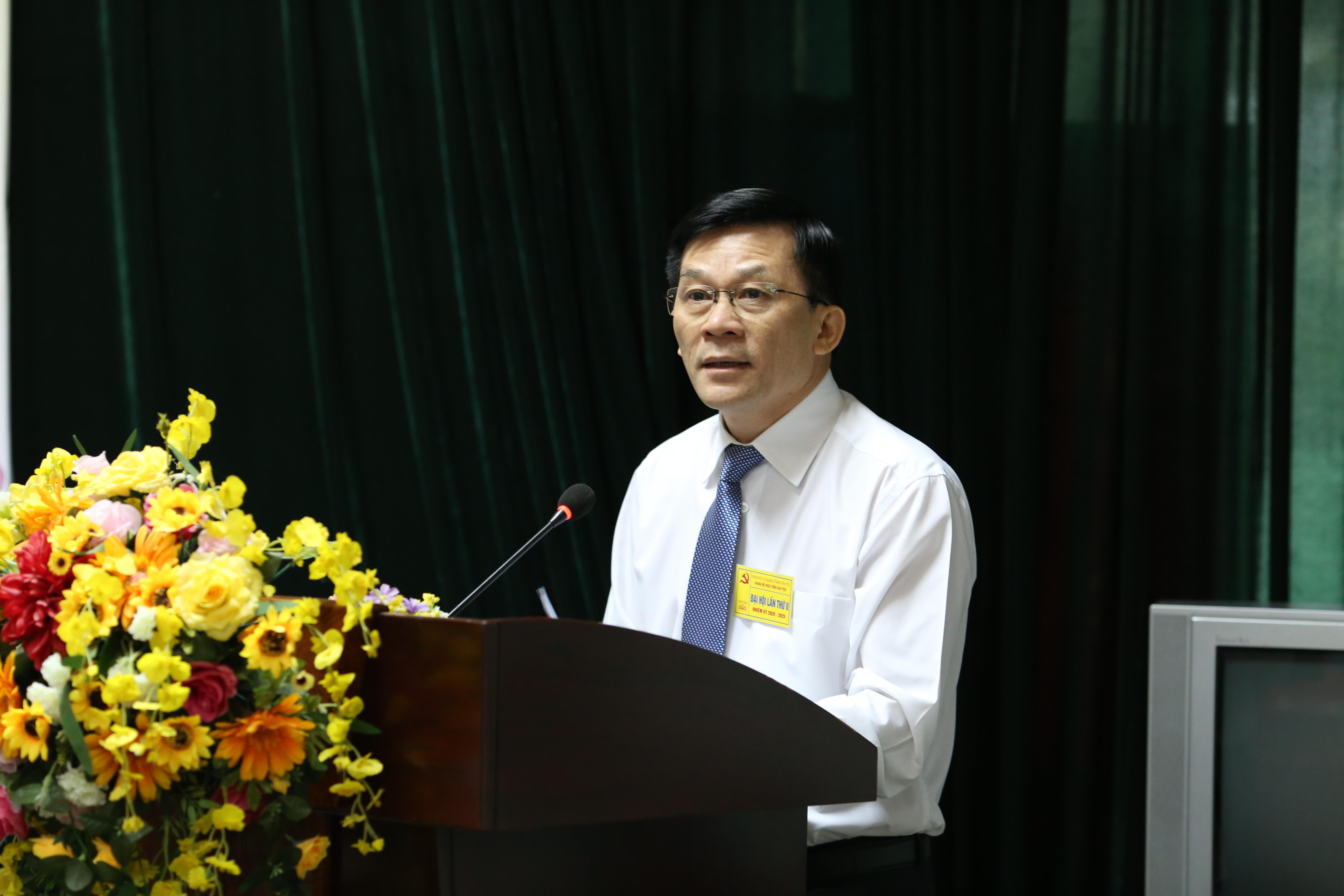 Đồng chí Nông Quốc Tuấn, Bí thư Đảng ủy, Thứ trưởng, Phó Chủ nhiệm UBDT phát biểu chỉ đạo tại Đại hội