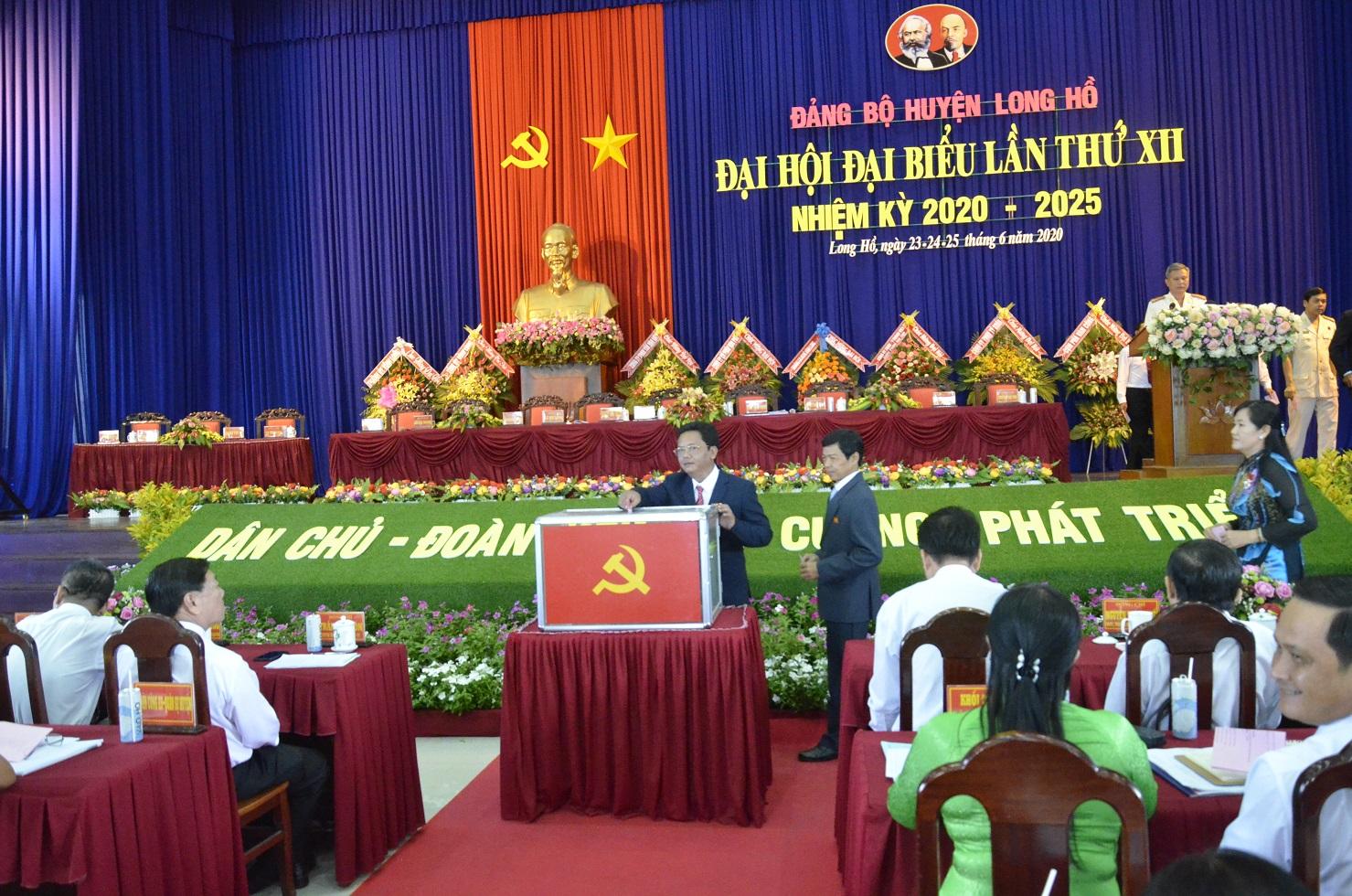 Các đại biểu tham gia bầu Ban chấp hành khoá mới