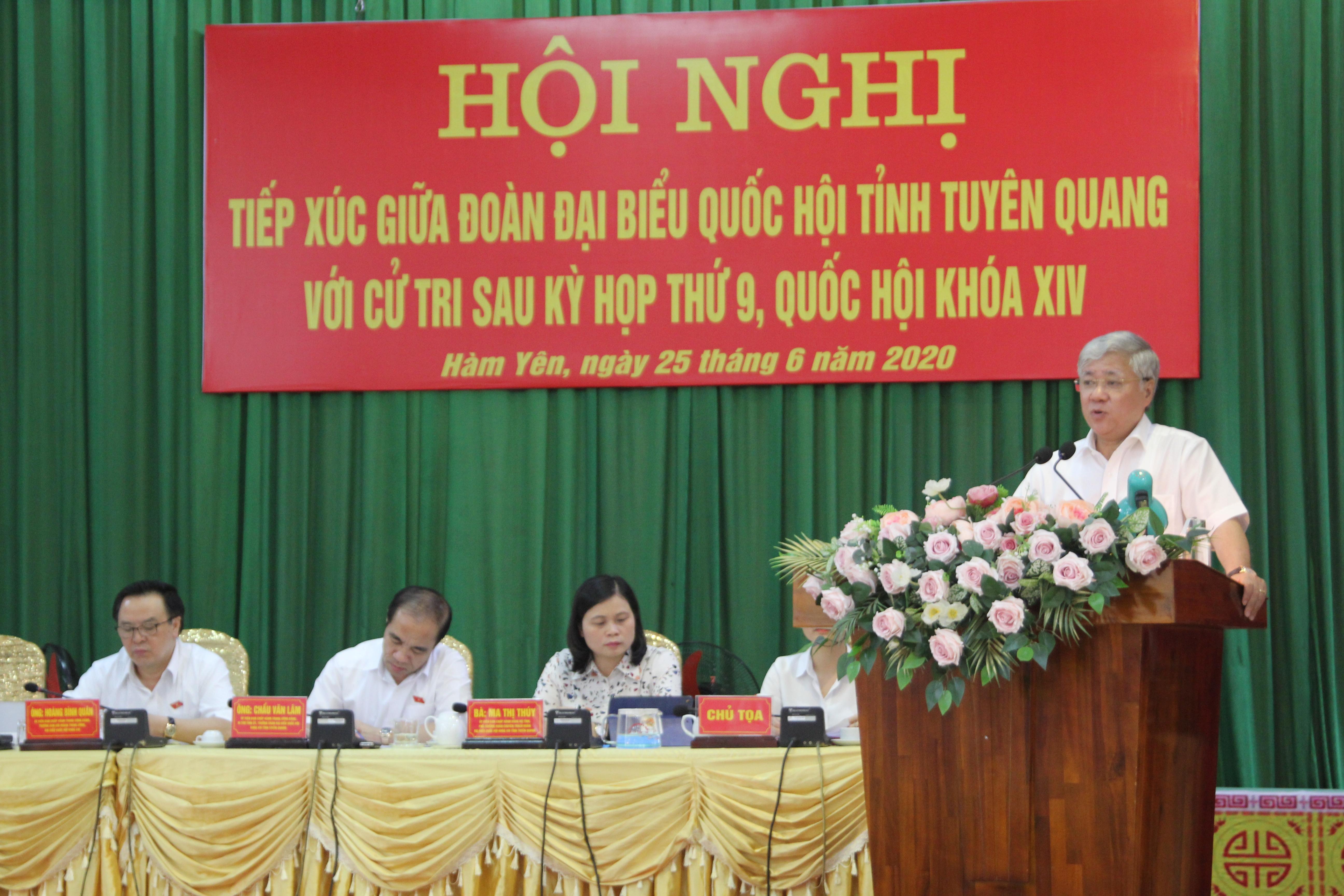 Bộ trưởng, Chủ nhiệm UBDT Đỗ Văn Chiến phát biểu tại Hội nghị tiếp xúc cử tri