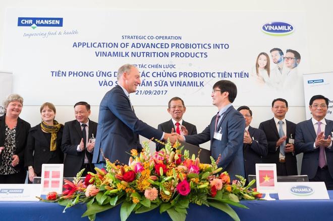 Vinamilk liên tục thực hiện nhiều chương trình hợp tác với các tập đoàn dinh dưỡng hàng đầu thế giới để mang các giải pháp dinh dưỡng chuẩn quốc tế đến gần hơn với người tiêu dùng Việt Nam