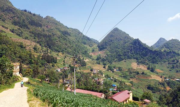 Điện lưới đã về vùng cao phục vụ phát triển kinh tế - xã hội, nâng cao đời sống nhân dân.