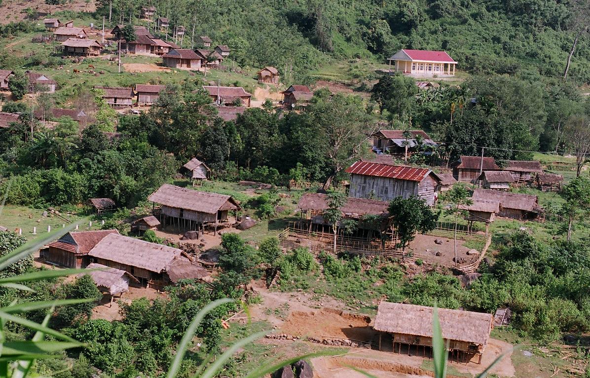 Người dân xã Ngọc Tem giữ nguyên nếp nhà sàn, nhà dài. Ảnh: Minh Vương