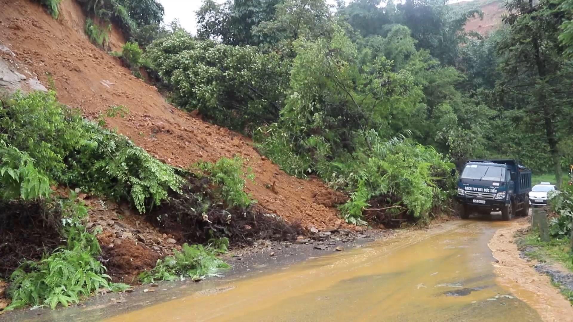 Lào Cai: Mưa lũ làm 02 người chết