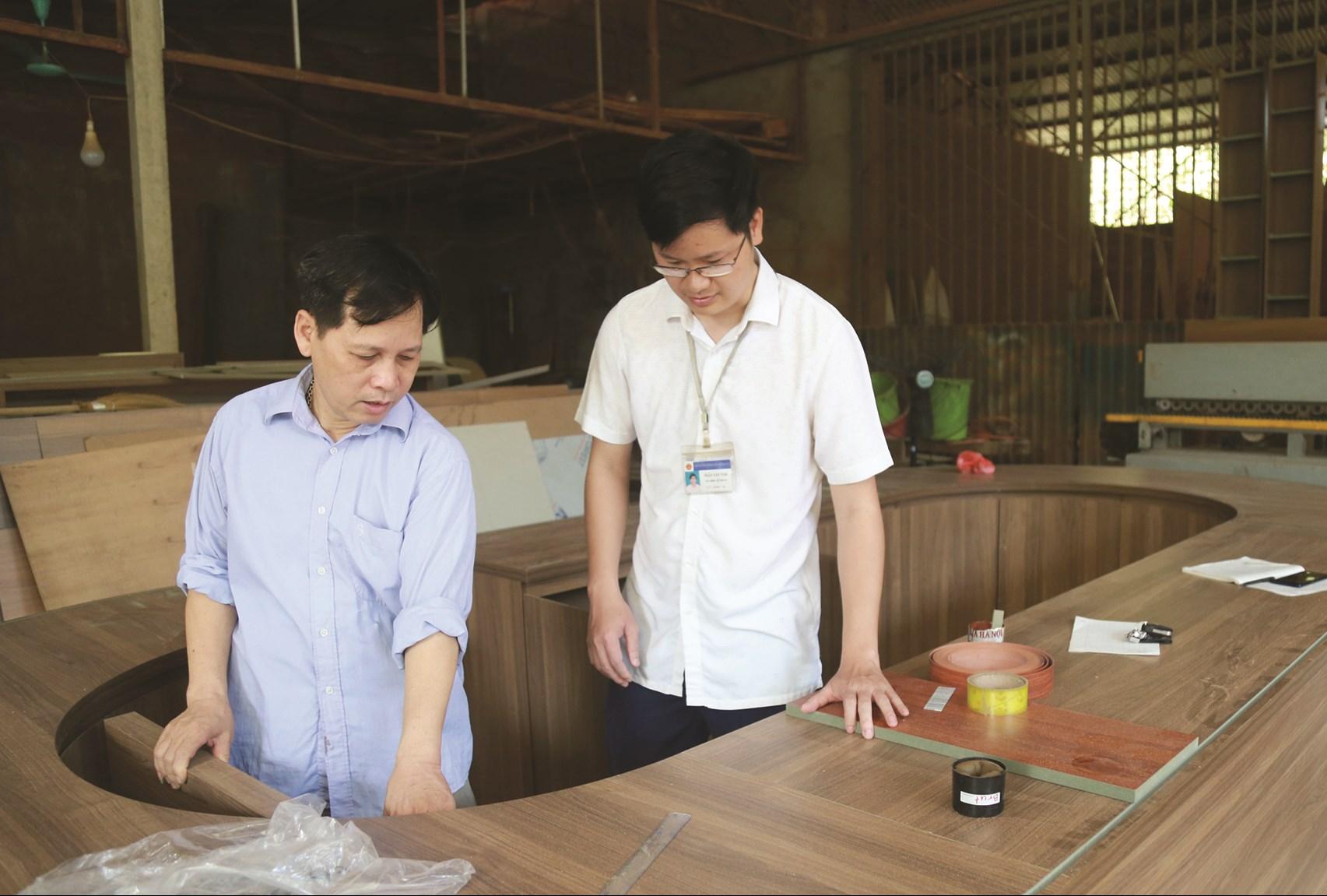 Cơ sở sản xuất mộc dân dụng Lưu Hồng Điệp đang bắt đầu hoạt động trở lại sau thời gian nghỉ dịch.