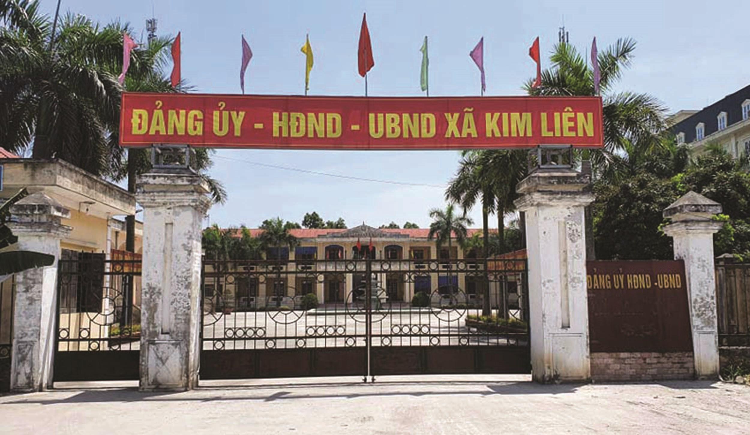 Trụ sở UBND xã Kim Liên mới hơn 10 giờ sáng đã đóng kín cửa.