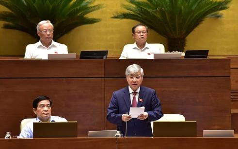 Bộ trưởng, Chủ nhiệm Ủy ban Dân tộc Đỗ Văn Chiến phát biểu giải trình trước Quốc hội.