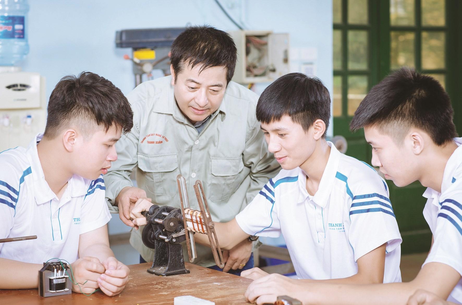 Học nghề hiện đang là lựa chọn của một số ít học sinh.