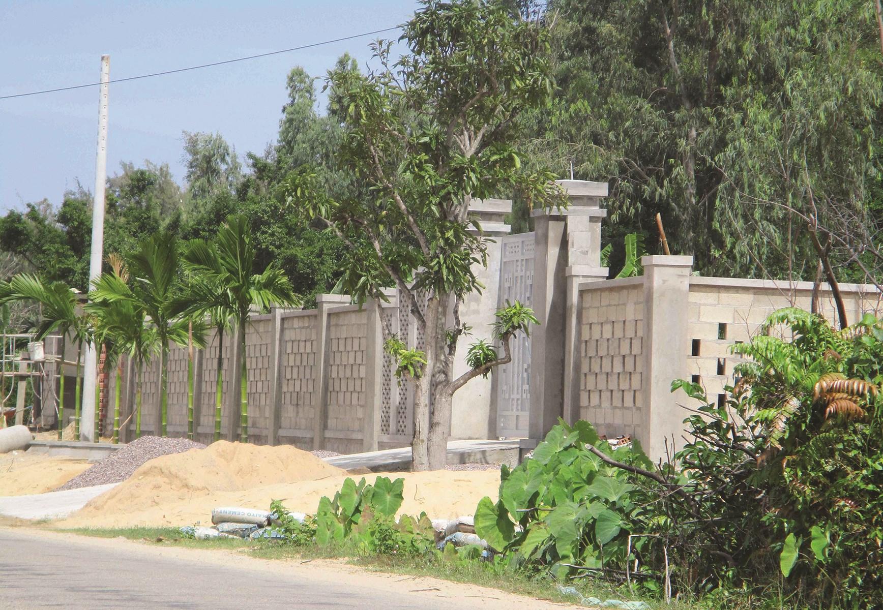 Nhiều trường hợp lấn chiếm đất, xây dựng công trình kiên cố trong KKT Nhơn Hội vẫn chưa được xử lý