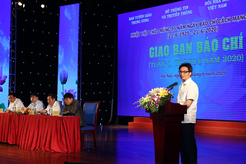 Phó Thủ tướng Vũ Đức Đam gửi lời chúc mừng tốt đẹp nhất đến đội ngũ những người làm báo trong cả nước. ẢNh: VGP/Đình Nam