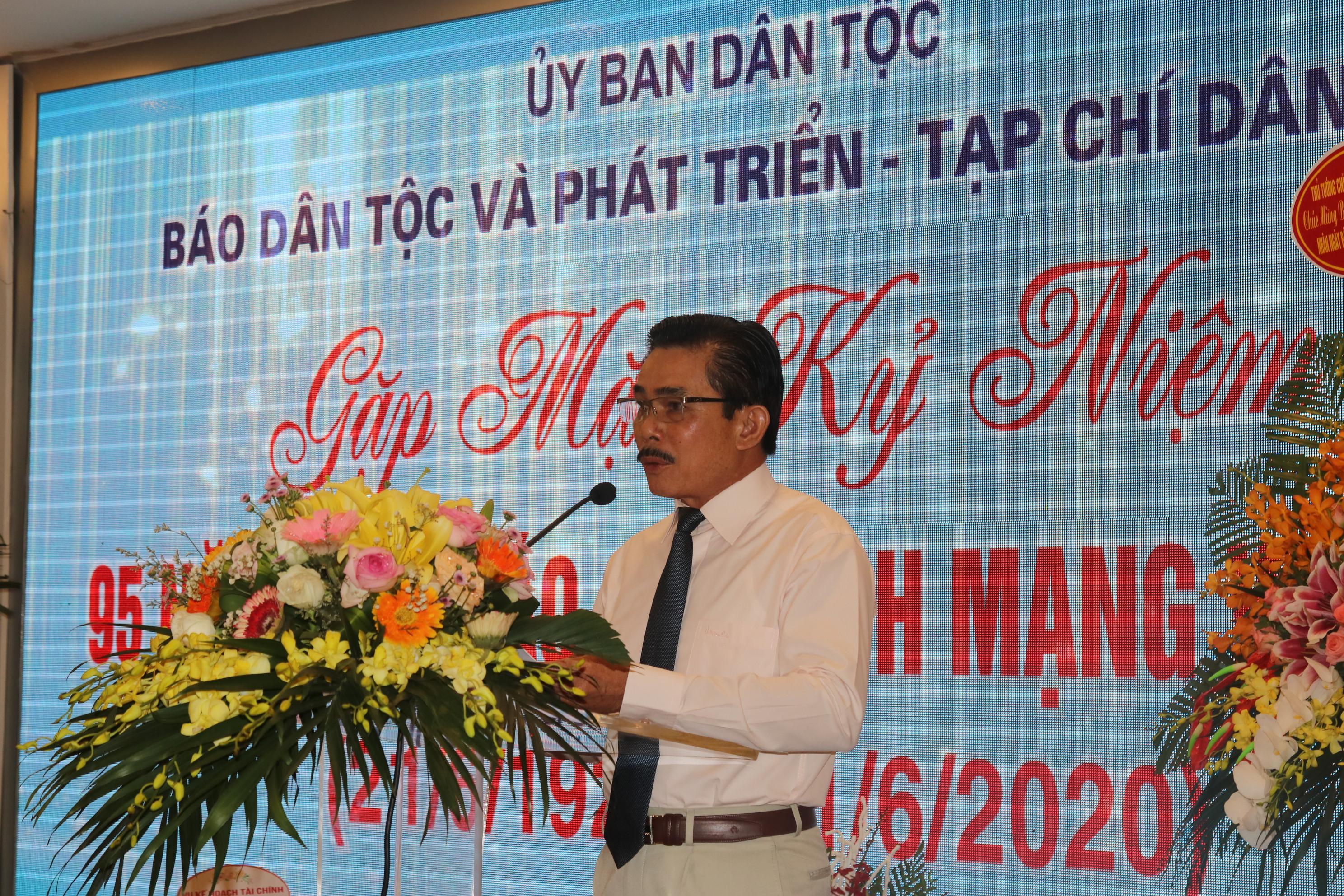 Tổng Biên tập Báo Dân tộc và Phát triển Lê Công Bình phát biểu khai mạc Buổi gặp mặt