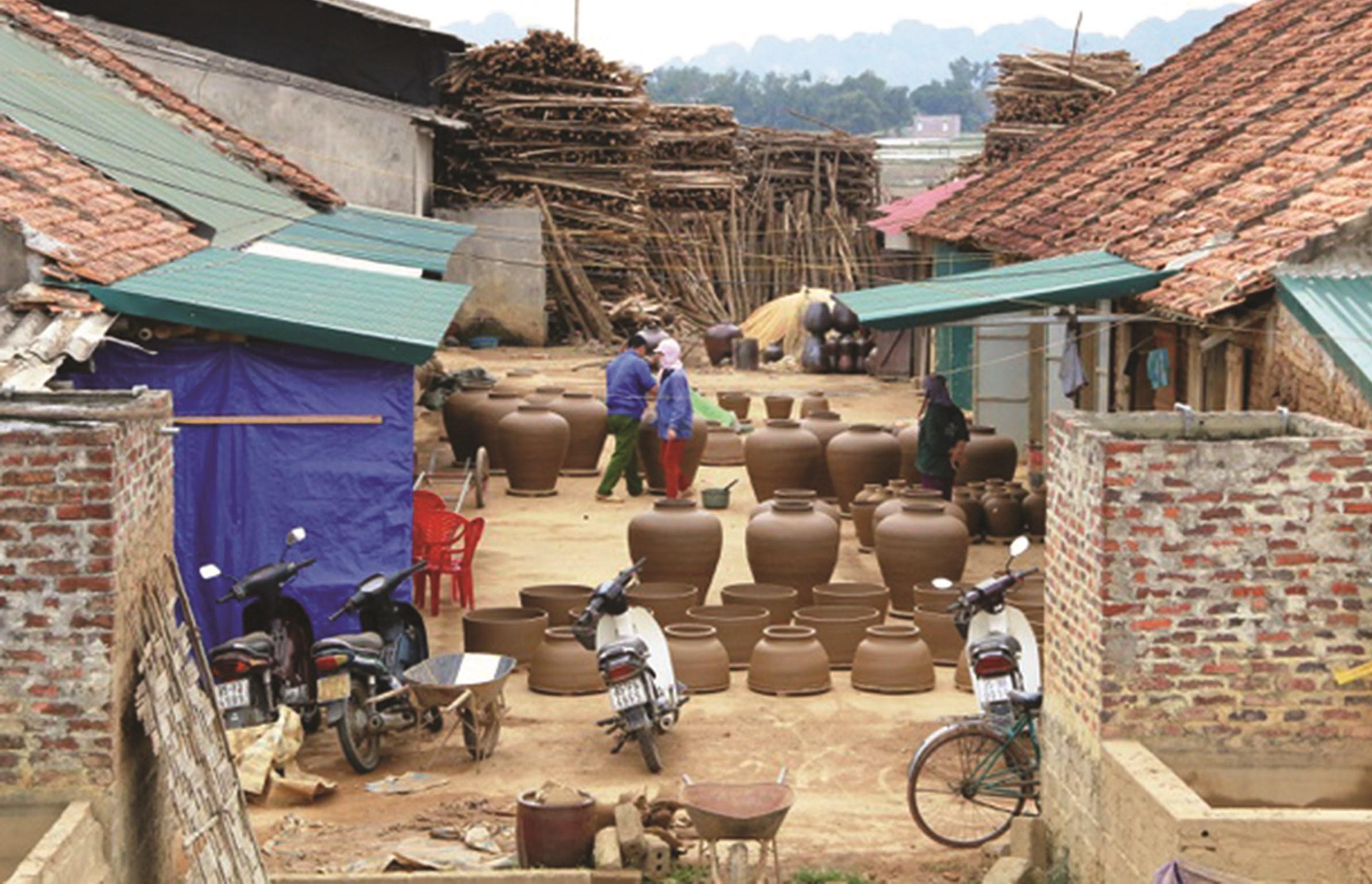 Nghề làm gốm ở Gia Thủy, Nho Quan tạo thu nhập ổn định cho người lao động. Ảnh tư liệu
