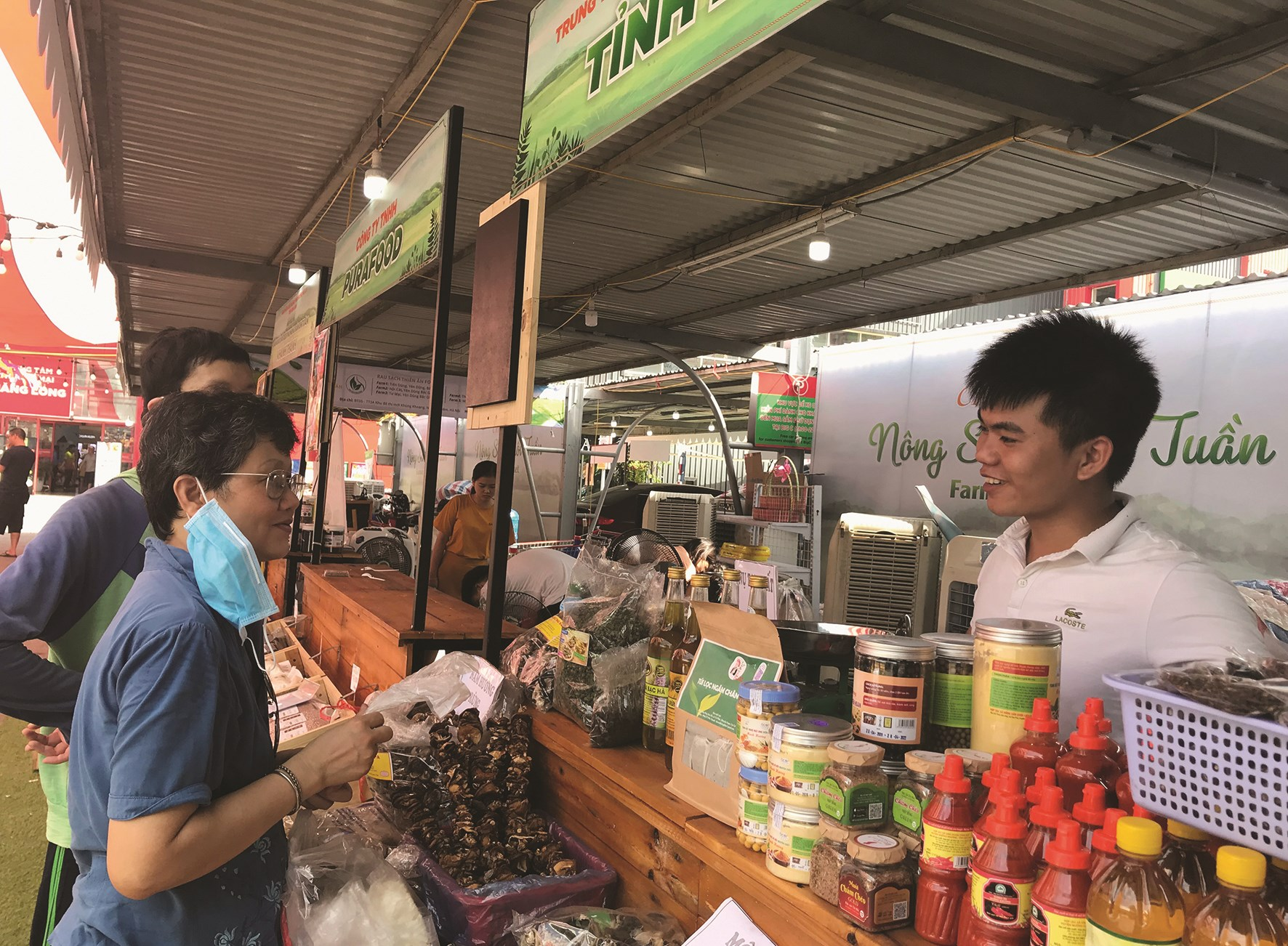 Gian hàng nông sản của Hội Nông sản sạch Lào Cai (tỉnh Lào Cai).