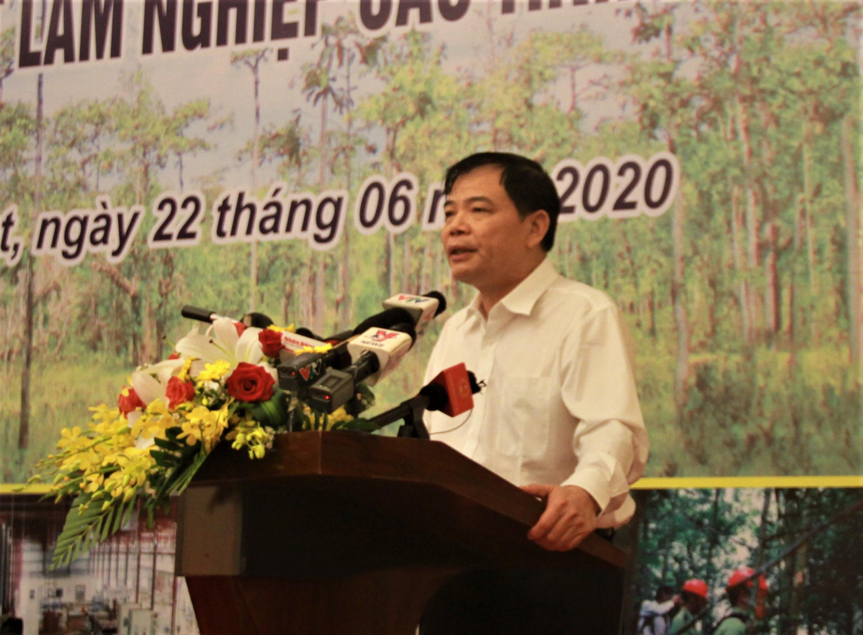 Phó trưởng Ban chỉ đạo, Bộ trưởng Bộ Nông nghiệp và Phát triển nông thôn Nguyễn Xuân Cường phát biểu kết luận Hội nghị