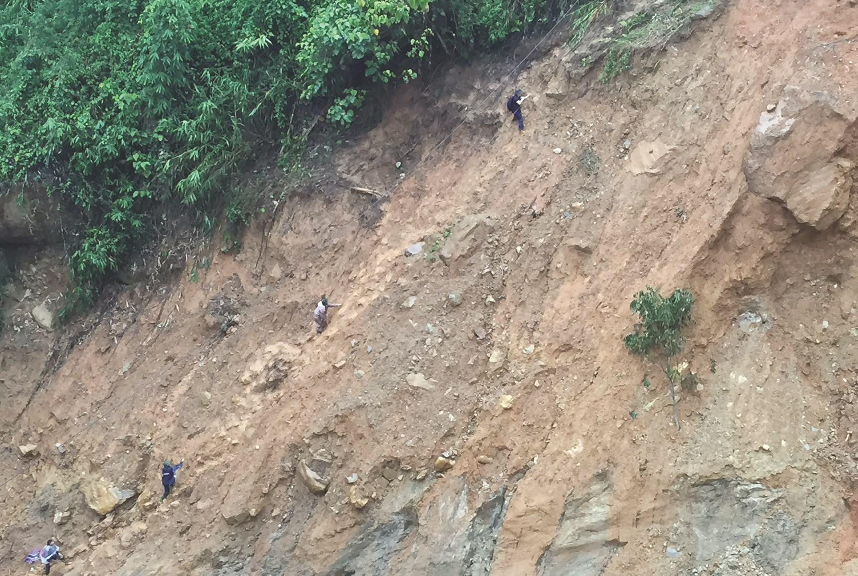 Phóng viên Trọng Bảo, thường trú Tây Bắc cùng đồng nghiệp vào vùng lũ ở huyện Văn Chấn, tỉnh Yên Bái
