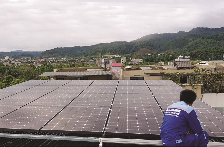 Nhiều hộ dân đã và đang đầu tư lắp đặt hệ thống điện mặt trời áp mái nhà