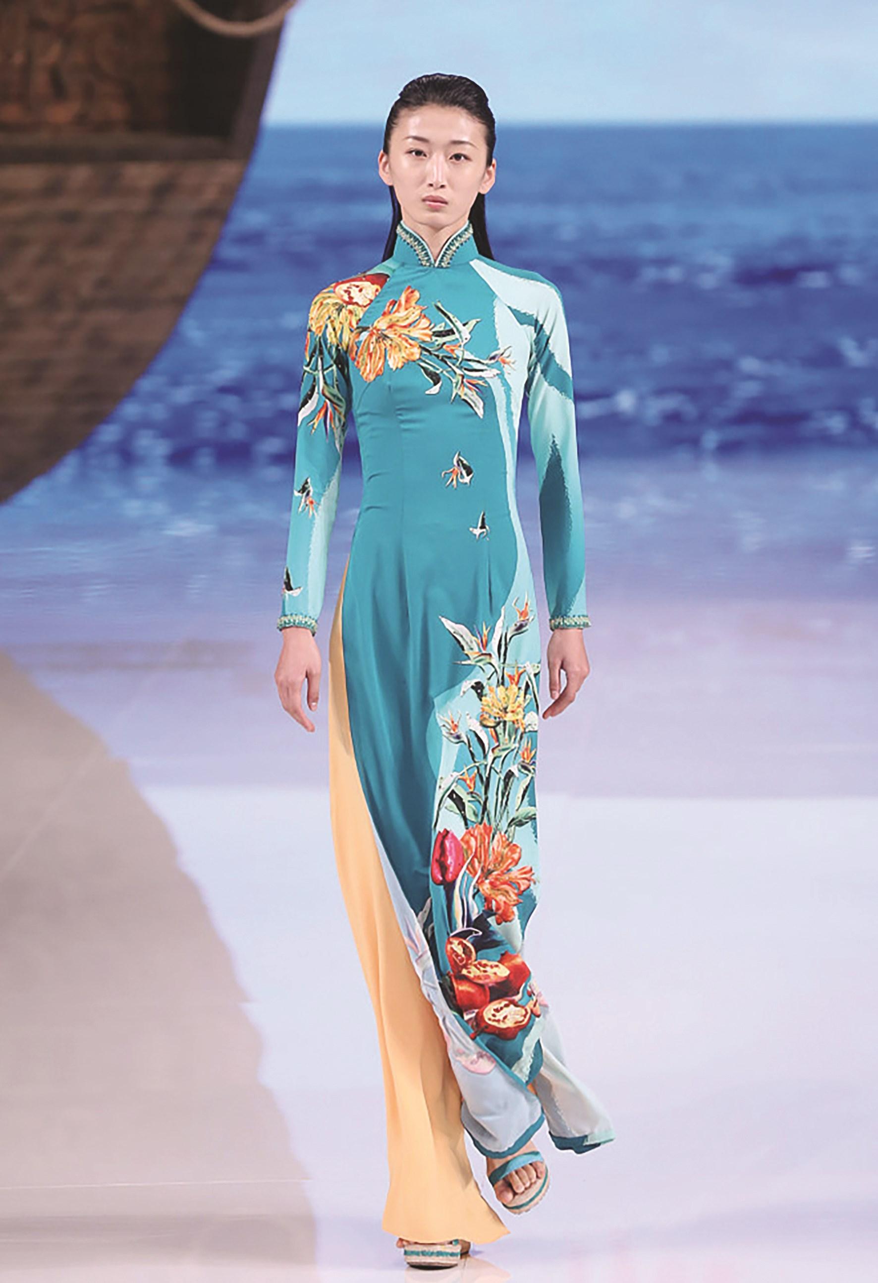 """Báo Trung Quốc gọi các thiết kế áo dài của Việt Nam là """"phong cách Trung Quốc"""""""