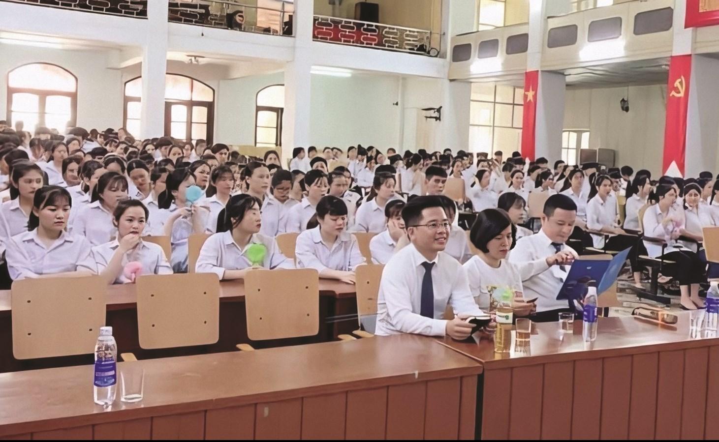 Buổi hướng nghiệp được Trường Hữu Nghị 80 phối hợp với Thị đoàn Sơn Tây, TP. Hà Nội tổ chức. (Ảnh Trường Hữu Nghị 80 cung cấp)