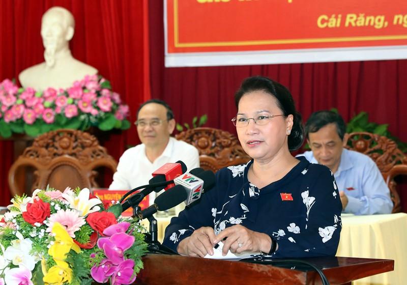 Chủ tịch Quốc hội Nguyễn Thị Kim Ngân trả lời ý kiến cử tri quận Cái Răng