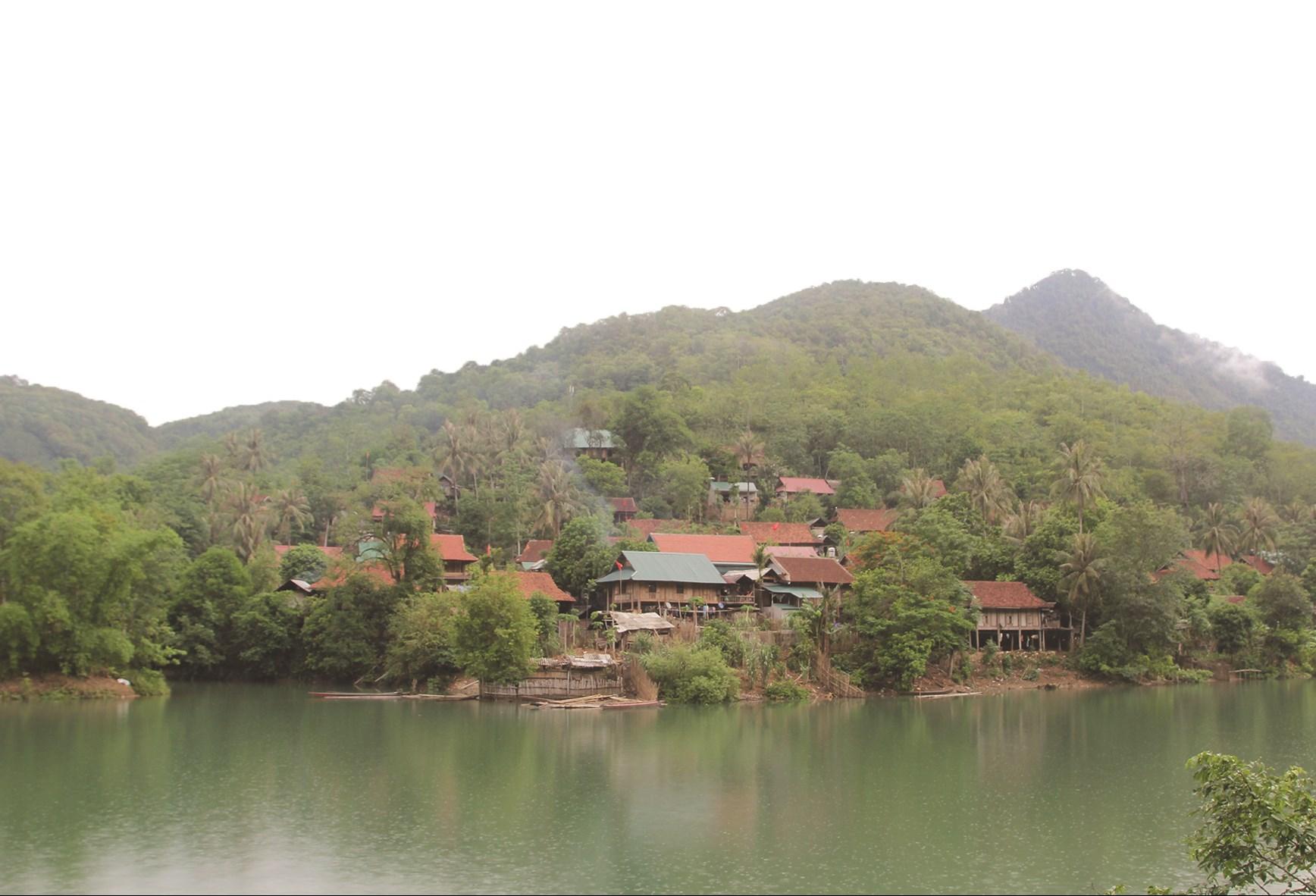 Người Ơ-đu thường sống xen kẽ trong cộng đồng người Thái, hoặc Khơ-mú (Ảnh chụp tại xã Lượng minh, huyện Tương Dương, Nghệ An)