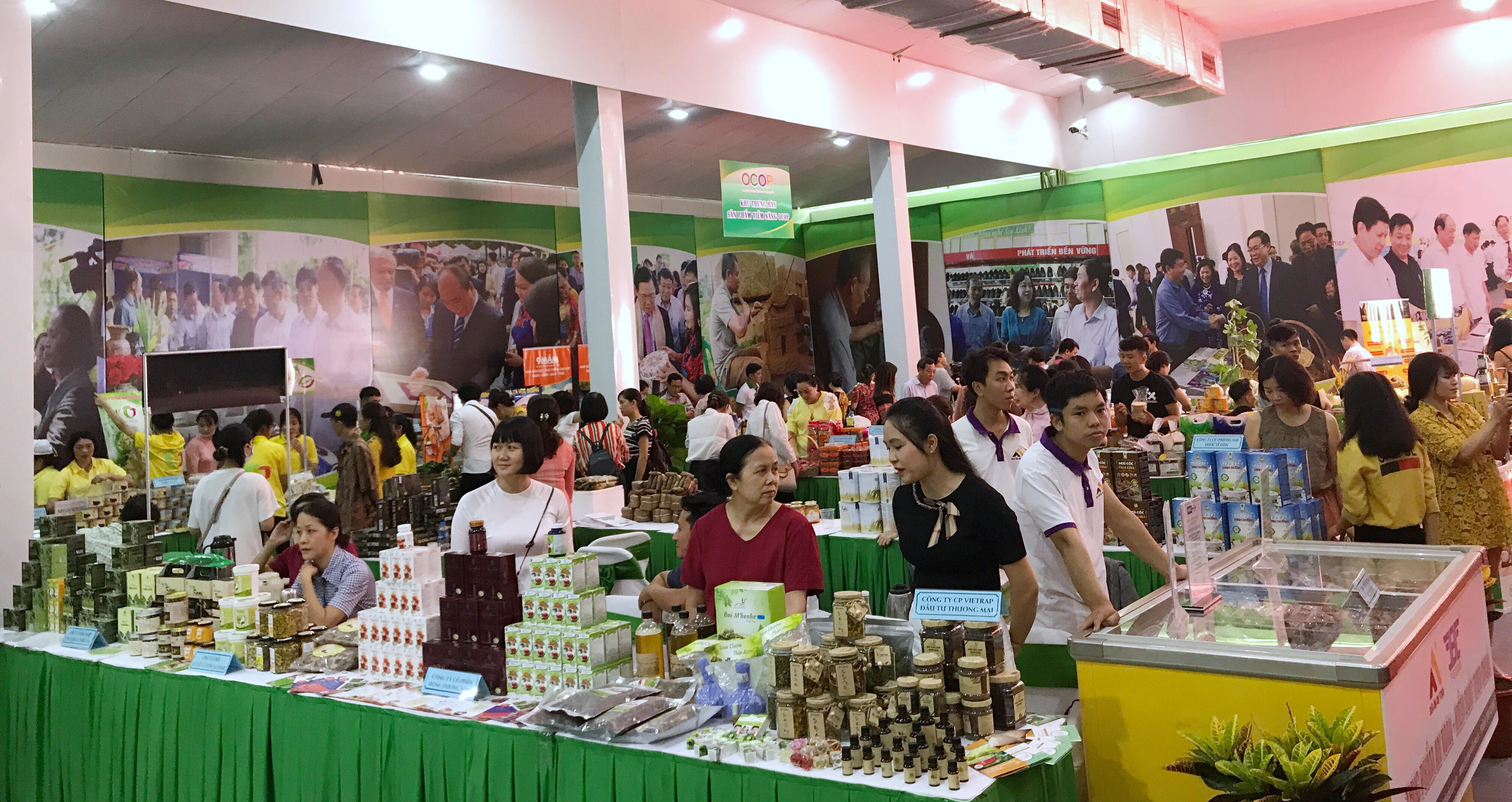Các sản phẩm OCOP của thành phố Hà Nội được trưng bày tại Hội nghị