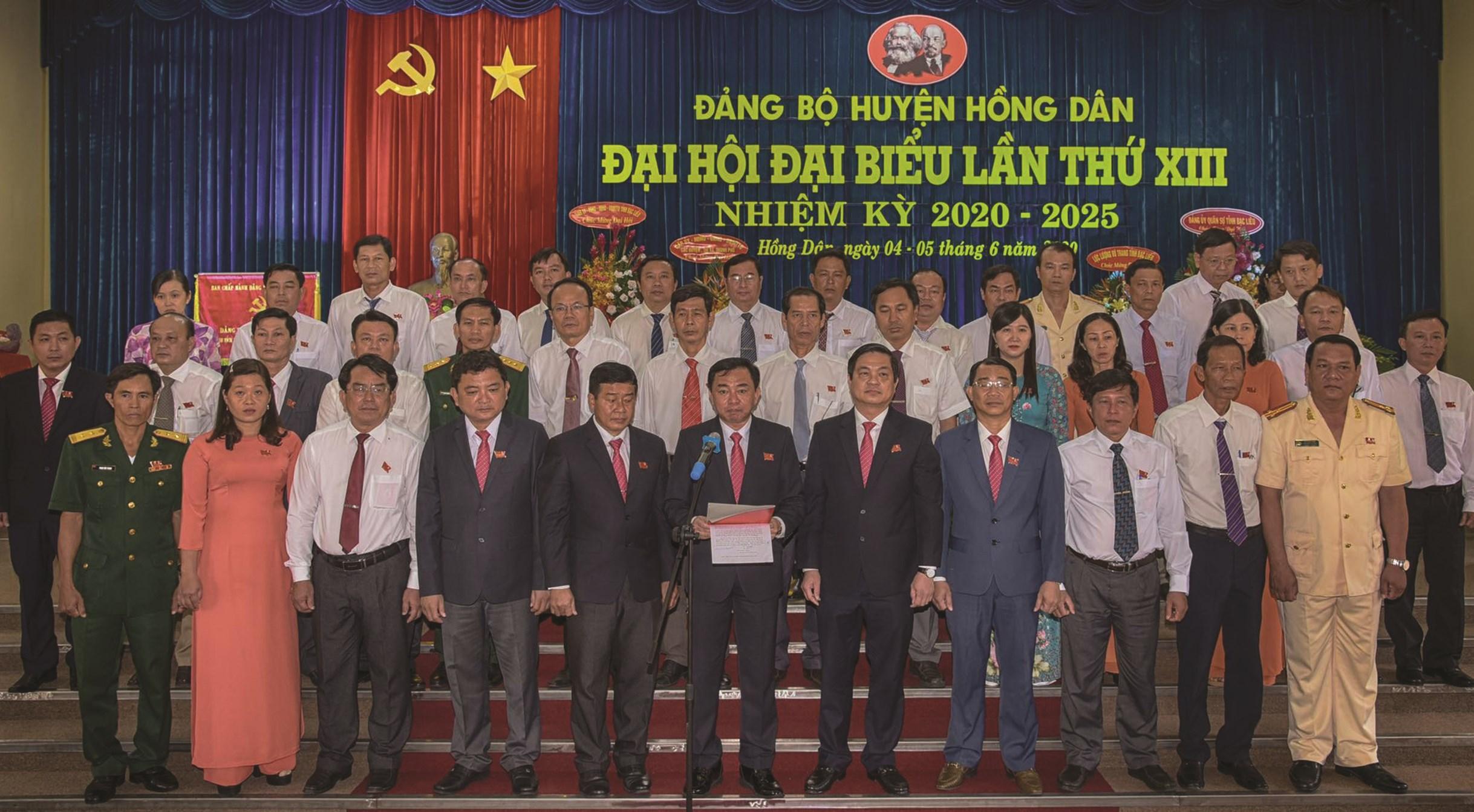 Ban Chấp hành Đảng bộ huyện Hồng Dân nhiệm kỳ 2020-2025 ra mắt Đại hội