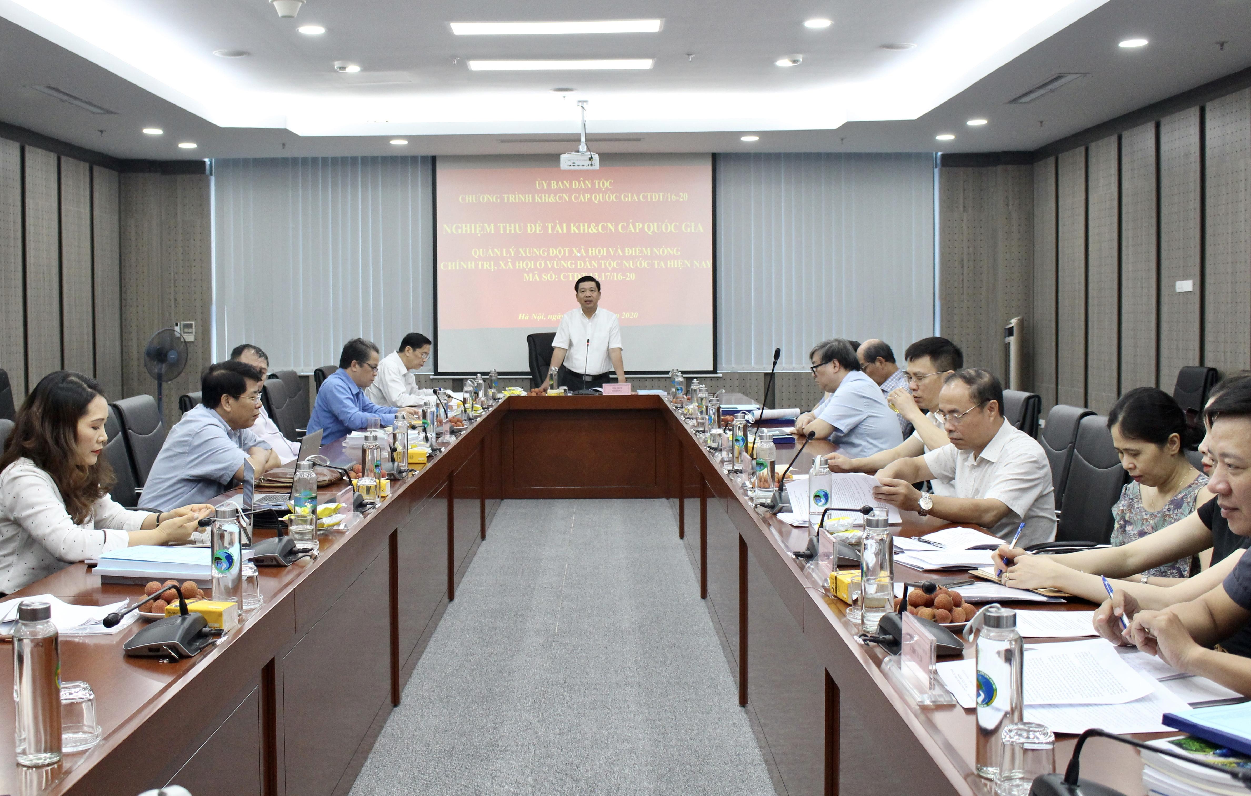 Thứ trưởng, Phó Chủ nhiệm Lê Sơn Hải, Chủ tịch Hội đồng Khoa học của UBDT phát biểu tại buổi nghiệm thu Đề tài