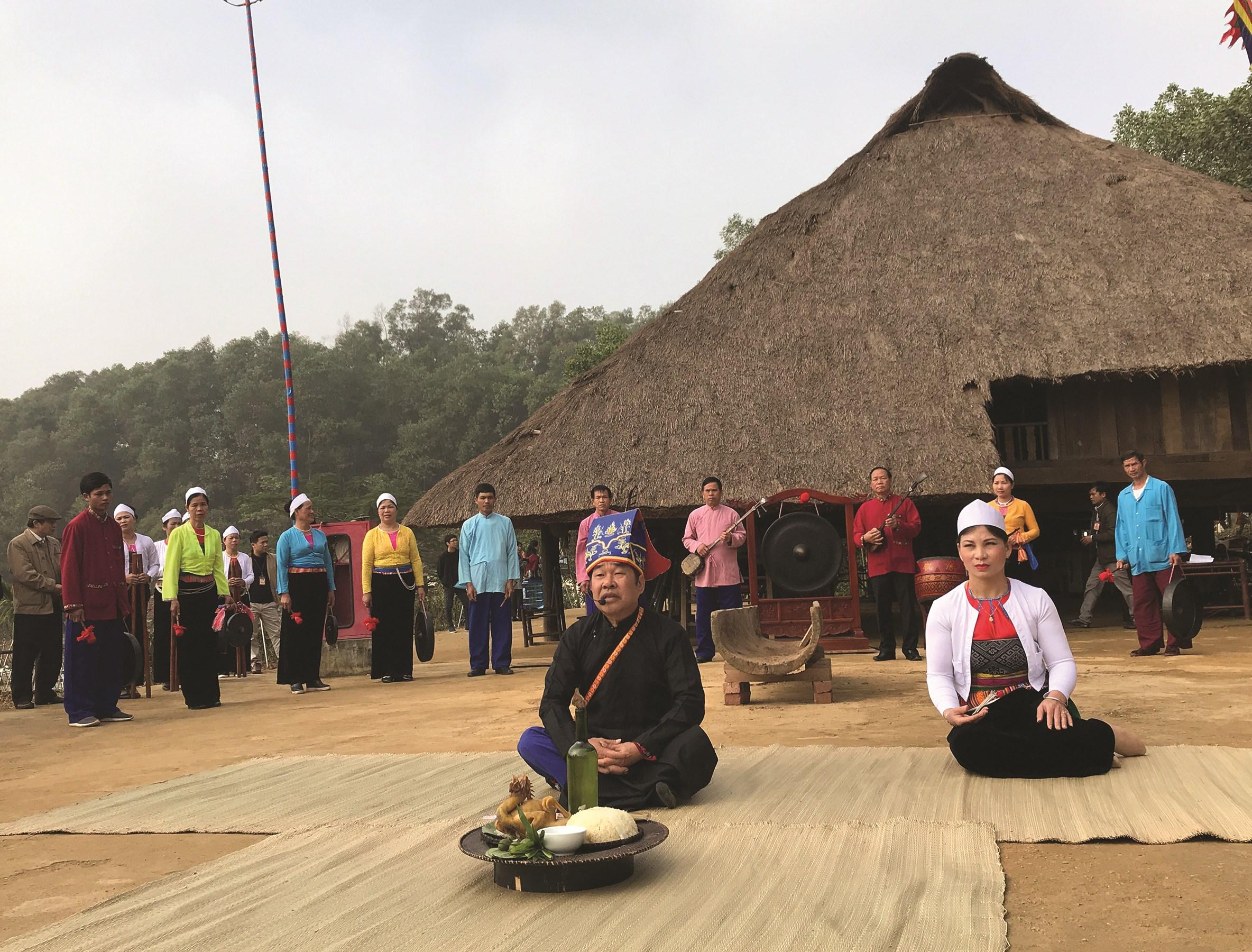 Người Mường thường sử dụng mo trong các nghi lễ.