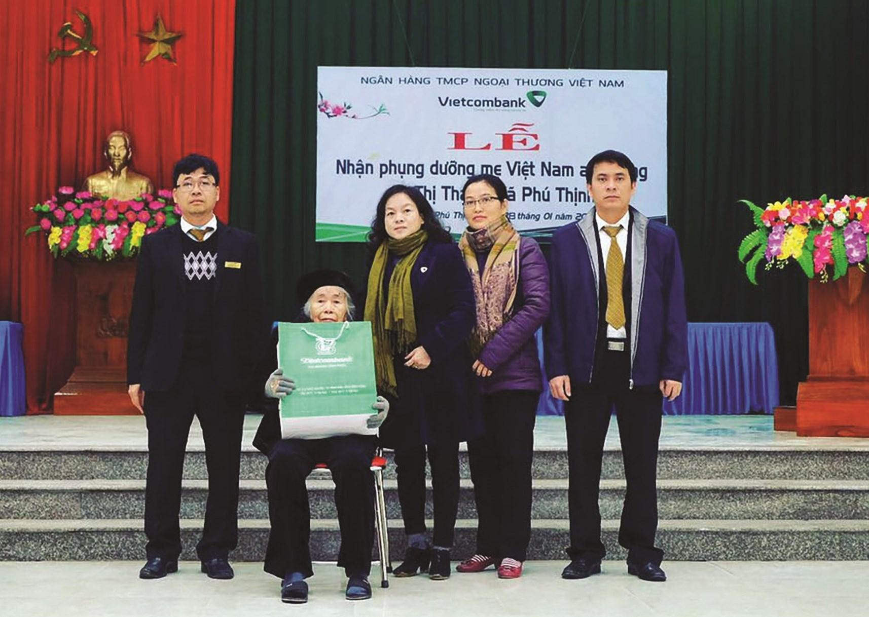 Vietcombank Vĩnh Phúc nhận phụng dưỡng Mẹ Việt Nam Anh hùng trên địa bàn tỉnh Vĩnh Phúc