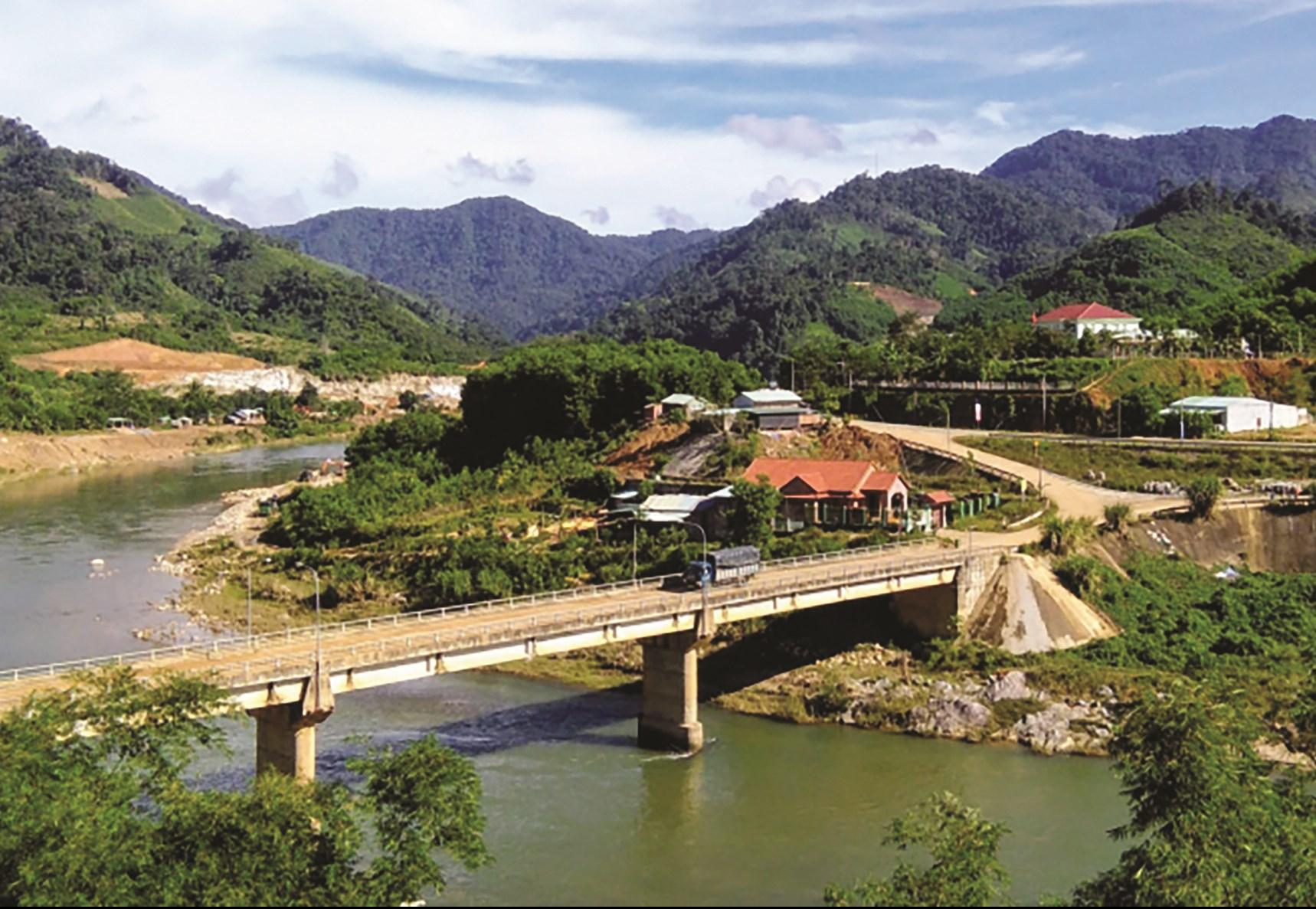 Một góc trung tâm huyện Nam Trà My – địa phương sau 10 năm xây dựng NTM nhưng hiện chưa có xã nào đạt chuẩn