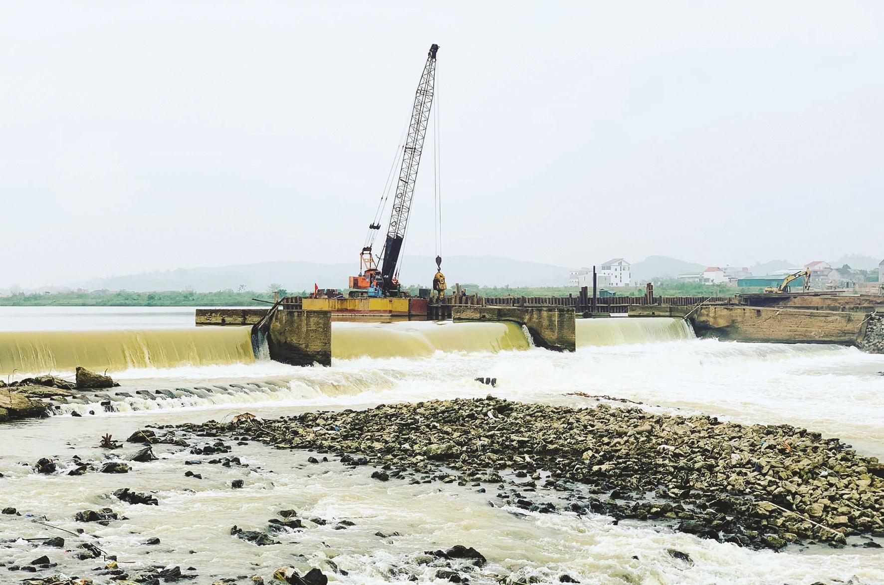 Đập Bara Đô Lương (Nghệ An) bị vỡ hồi tháng 6 vừa qua.