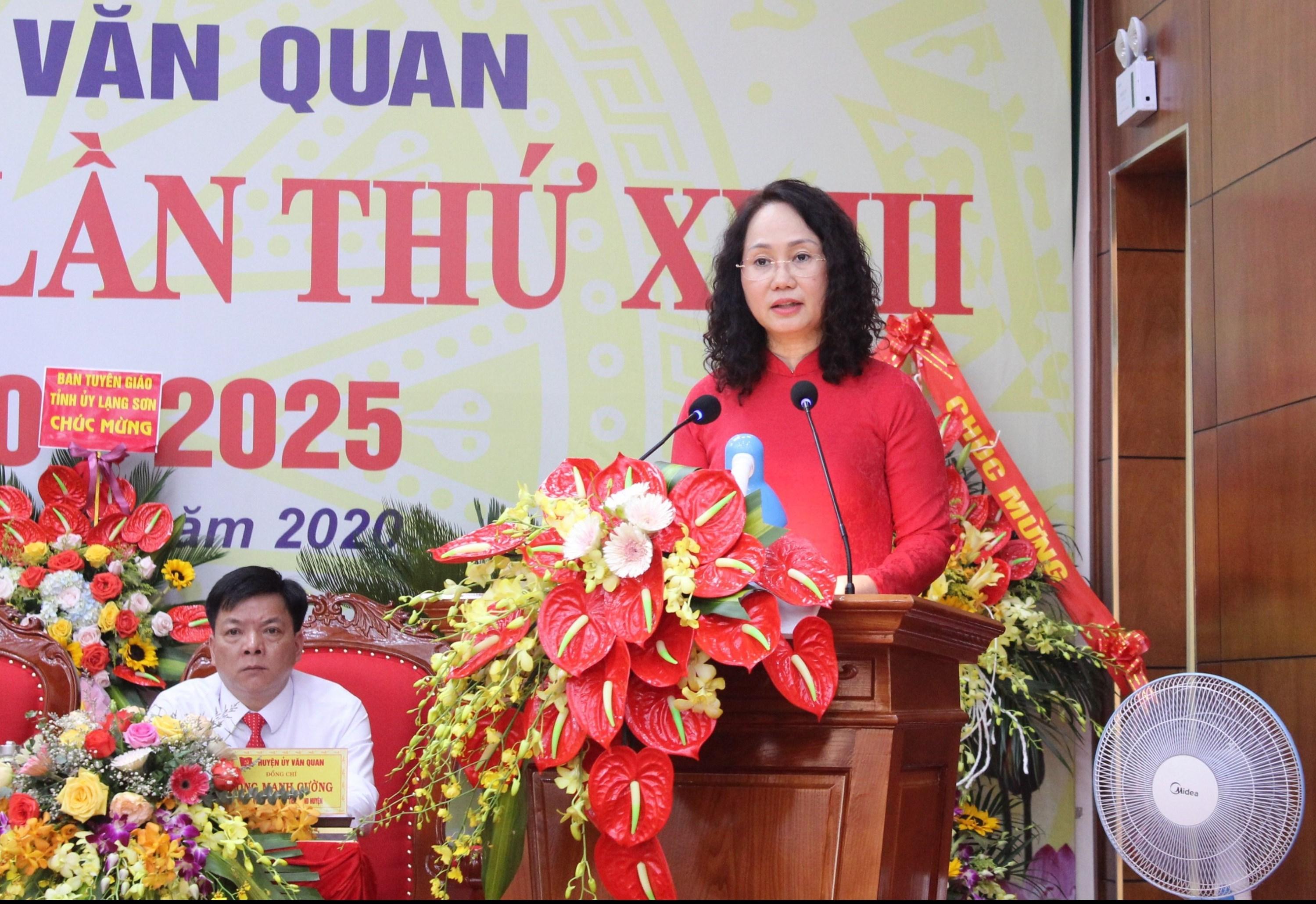 Đồng chí Lâm Thị Phương Thanh, Ủy viên Trung ương Đảng, Bí thư Tỉnh ủy Lạng Sơn phát biểu chỉ đạo Đại hội.