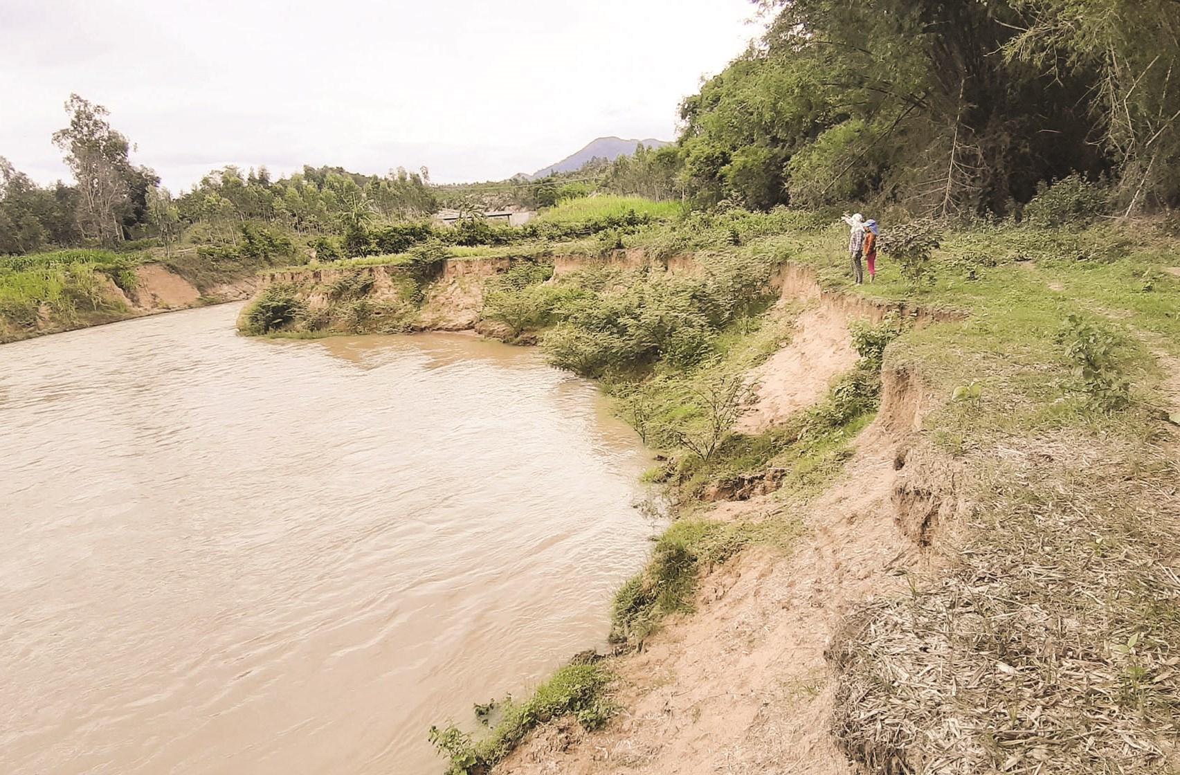 Nhà máy Thủy điện Tiên Thuận xả nước gây sạt lở nghiêm trọng đất nông nghiệp của người dân