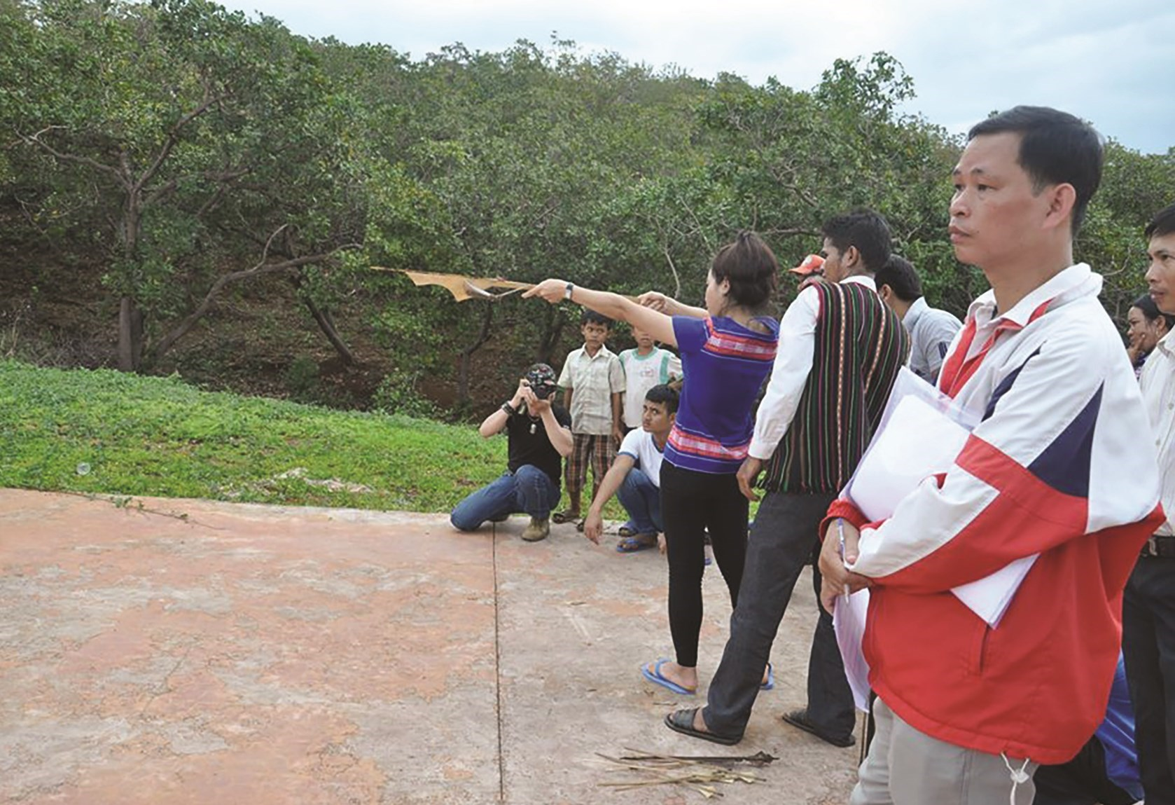 Ná là một trong những dụng cụ của môn thể thao bắn nỏ trong các dịp lễ, Tết