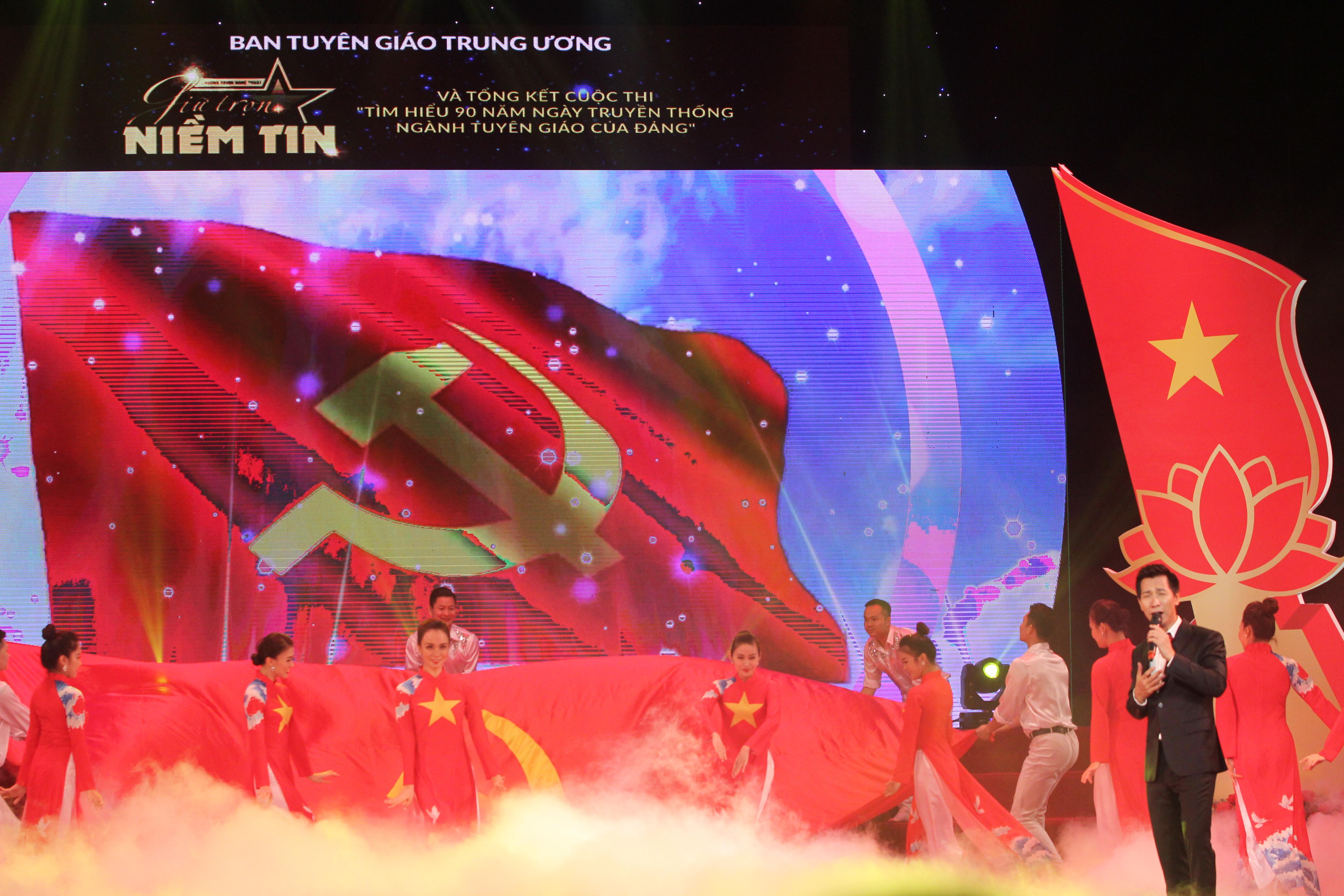 """Bài hát """"Lá cờ Đảng"""" trong Chương trình nghệ thuật """"Giữ trọn niềm tin"""""""