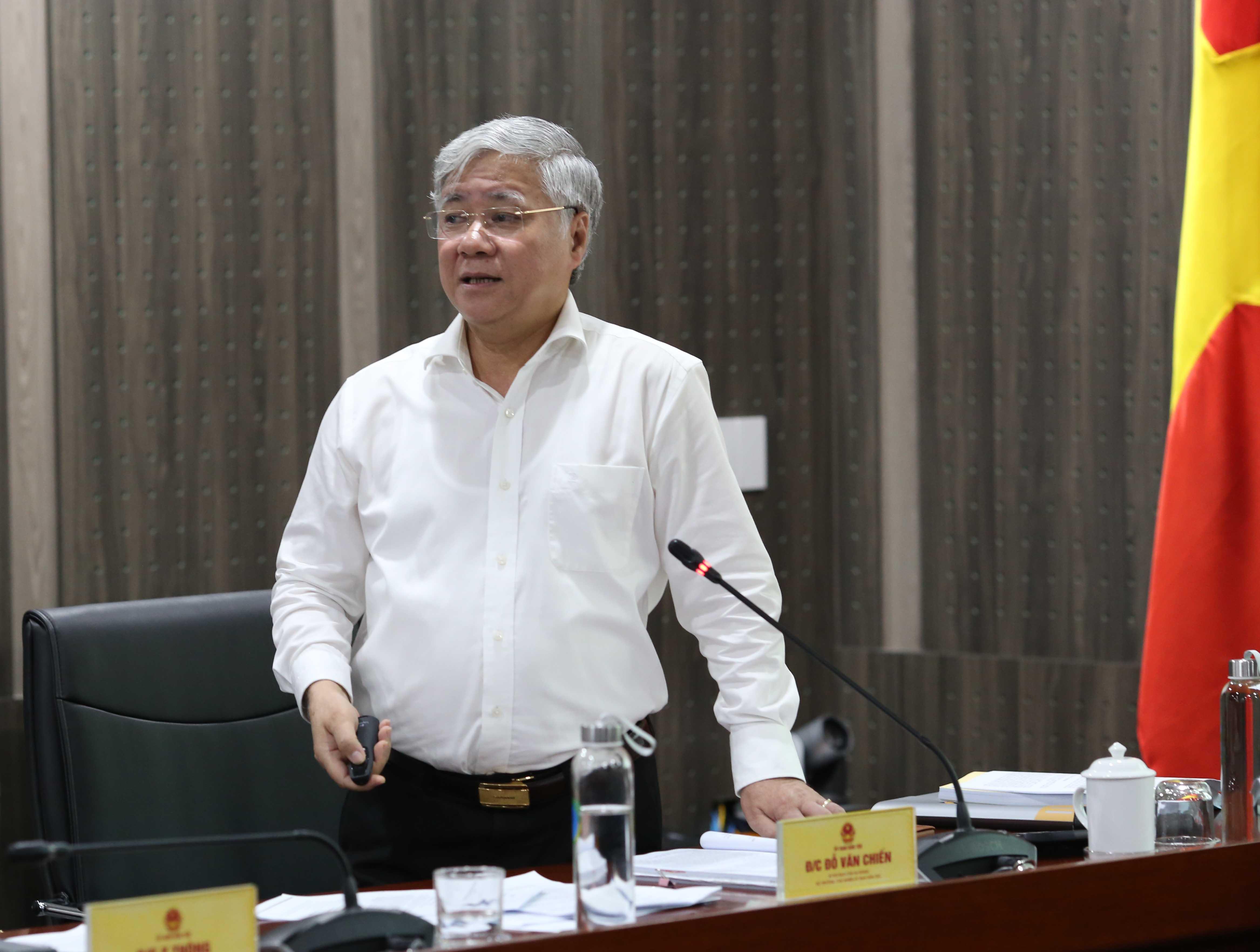 Bộ trưởng, Chủ nhiệm UBDT Đỗ Văn Chiến phát biểu chỉ đạo tại cuộc họp