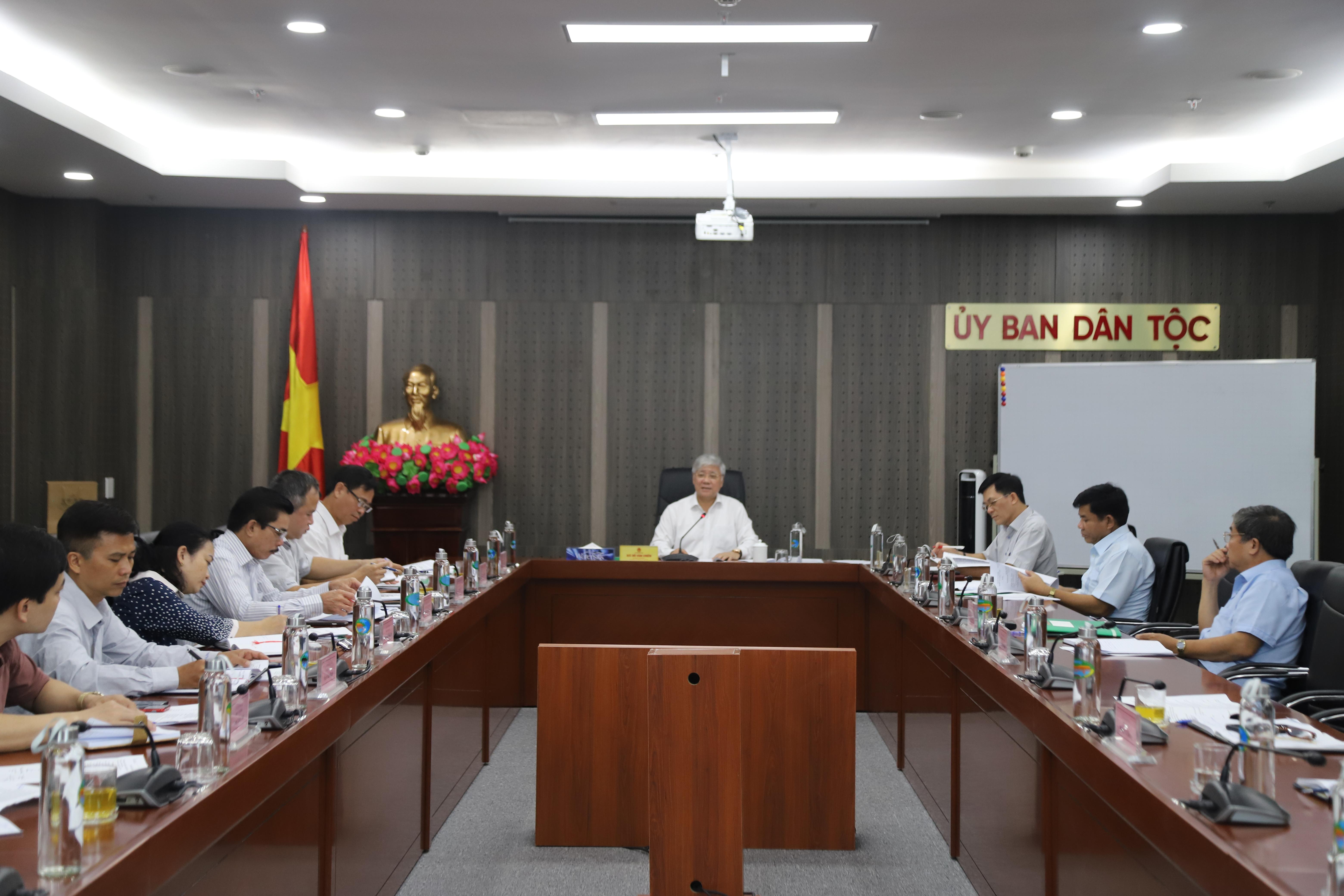 Bộ trưởng, Chủ nhiệm UBDT Đỗ Văn Chiến chủ trì cuộc họp