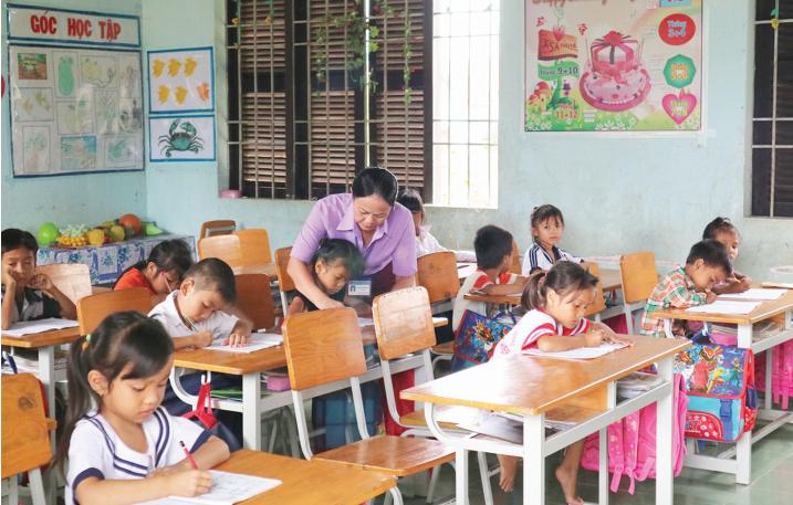 Những năm qua, học sinh miền núi luôn được các cấp, ngành tỉnh Khánh Hòa quan tâm để có điều kiện học tập.