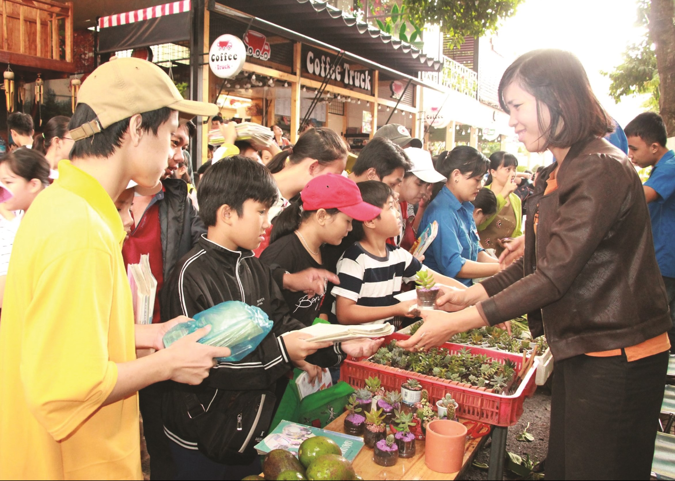 Chương trình đổi sách, truyện cũ lấy rau sạch, trái cây.