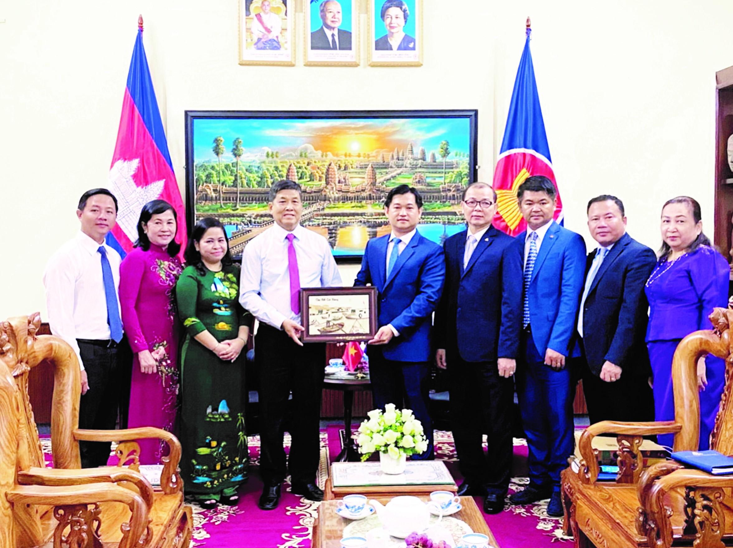 Hội Hữu nghị Việt Nam - Campuchia TP. Cần Thơ Thường xuyên đón các đoàn công tác nước bạn sang thăm và làm việc.