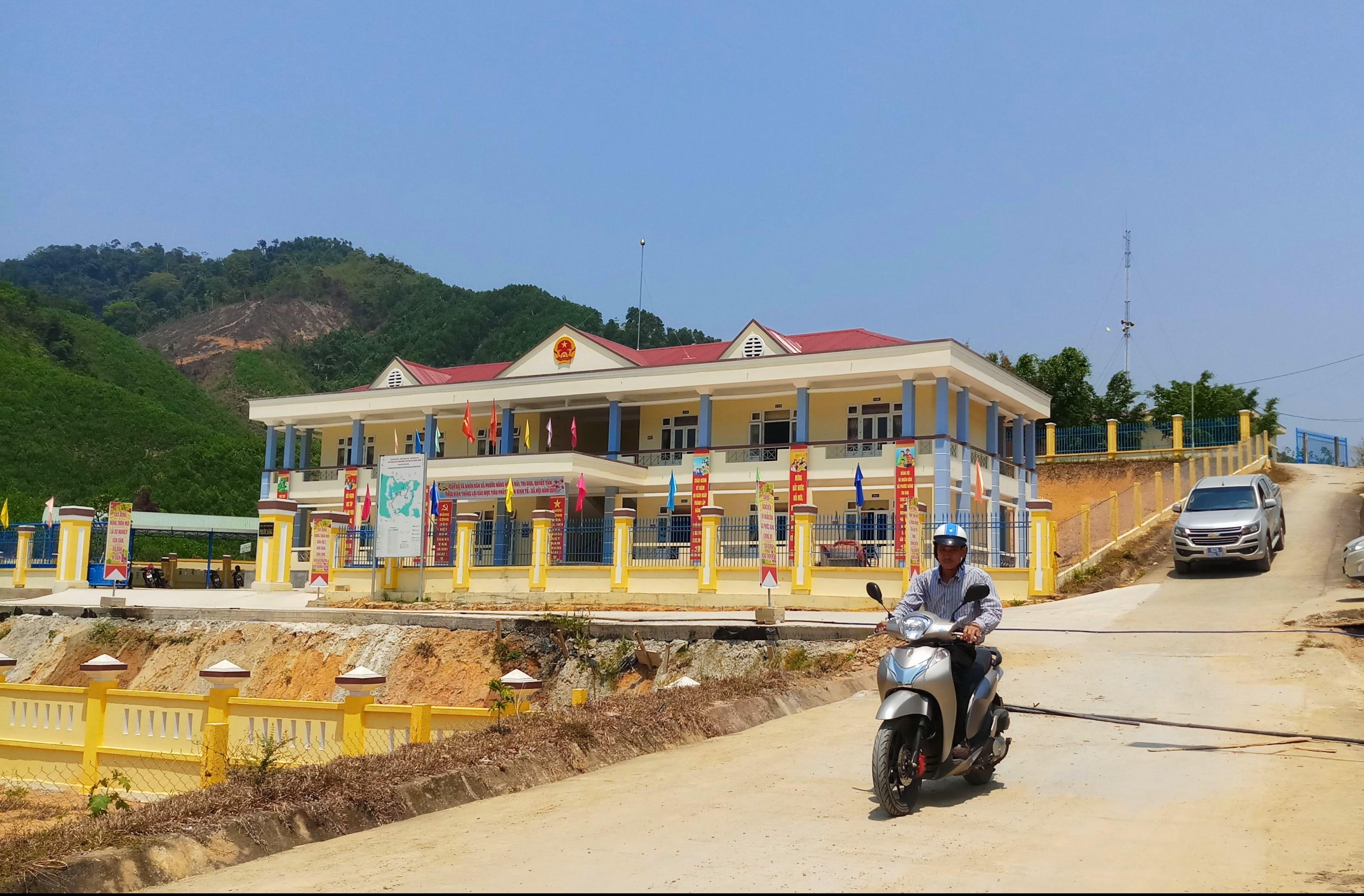 Từ nguồn lực đầu tư của Nhà nước, Phước Sơn đã từng bước hoàn thiện hạ tầng cơ sở, đáp ứng nhu cầu phát triển của địa phương.