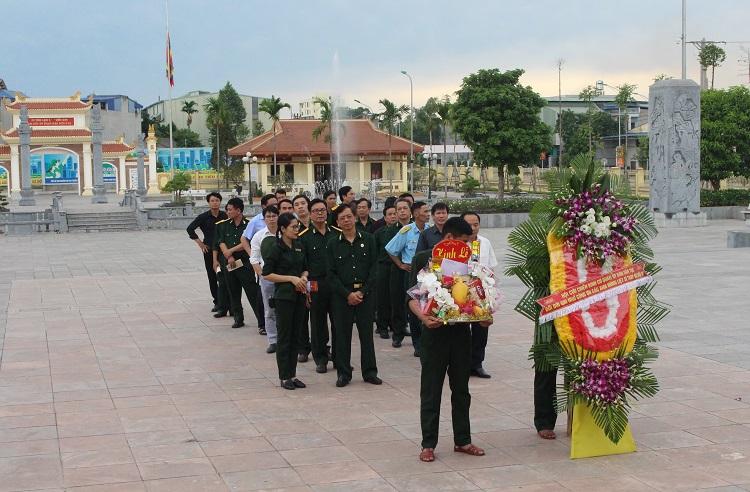 Hội Cựu chiến binh cơ quan UBDT dâng hương tại Di tích lịch sử địa điểm lưu niệm các Thanh niên xung phong Đại đội 915