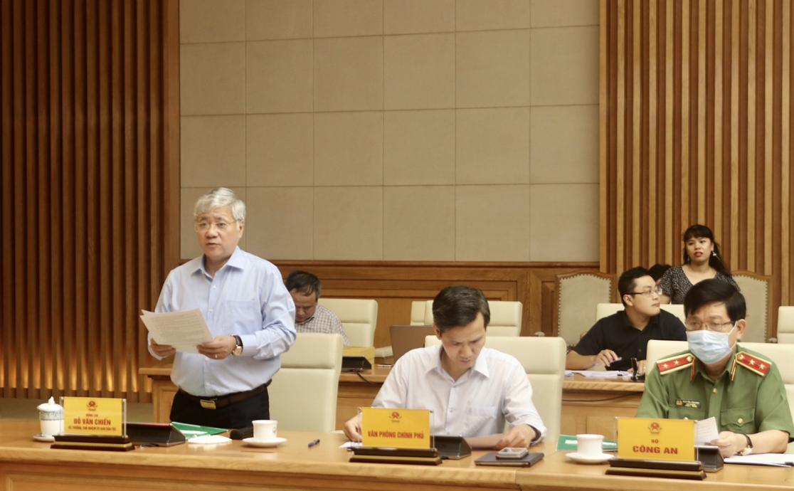 Bộ trưởng, Chủ nhiệm UBDT Đỗ Văn Chiến báo cáo về công tác chuẩn bị Đại hội