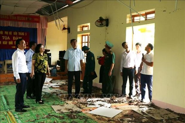 Đoàn công tác của Tỉnh ủy, UBND tỉnh Sơn La kiểm tra tình hình thiệt hại do động đất tại xã Tà Lại, huyện Mộc Châu. Ảnh: Hữu Quyết - TTXVN