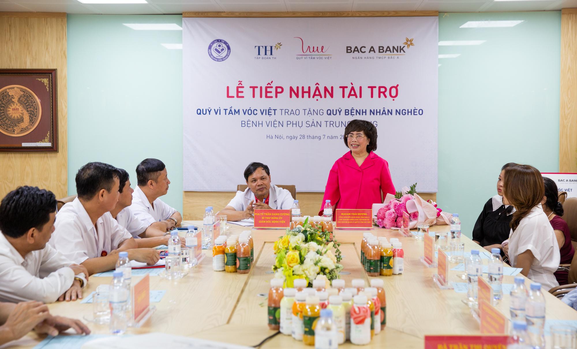 Bà Thái Hương, Chủ tịch Hồi đồng Quản lý Quỹ Vì tầm vóc Việt phát biểu tại Lễ tài trợ