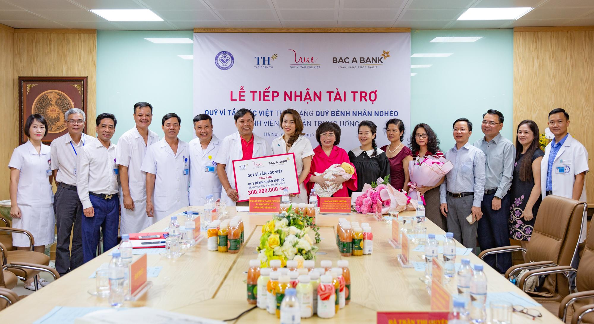 Quỹ Vì Tầm Vóc Việt tài trợ 300 triệu đồng cho Quỹ bệnh nhân nghèo, Bệnh viện Phụ sản Trung ương