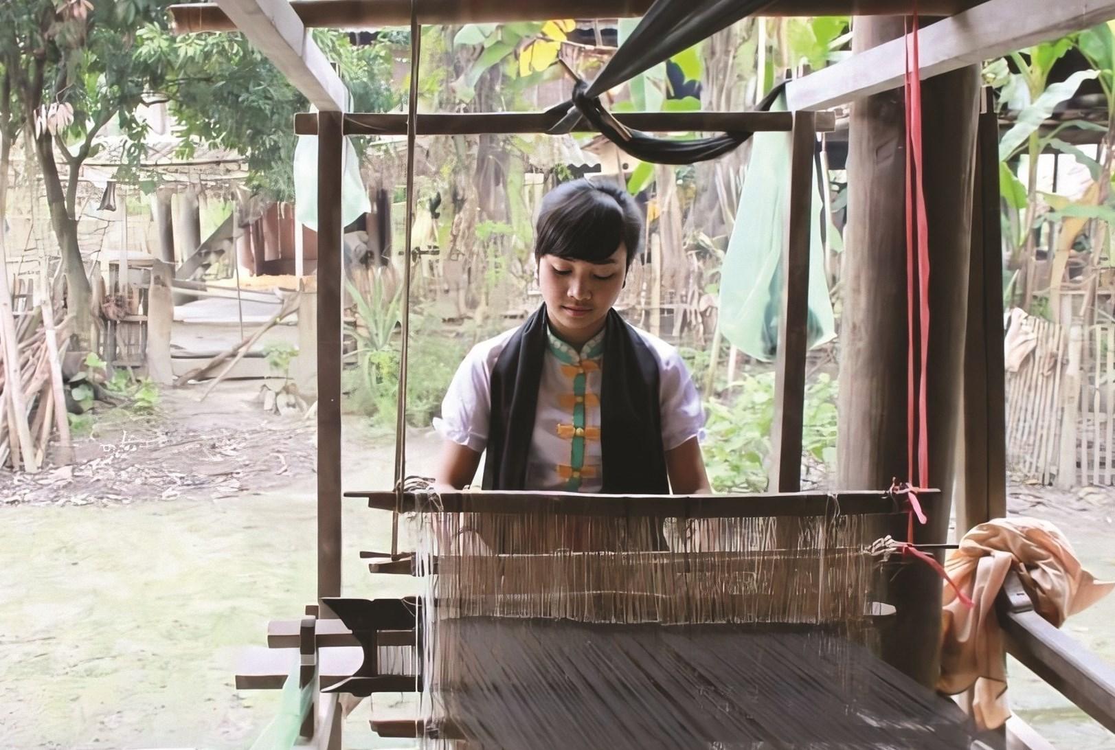 Thành viên HTX Bản Lác dệt thổ cẩm truyền thống