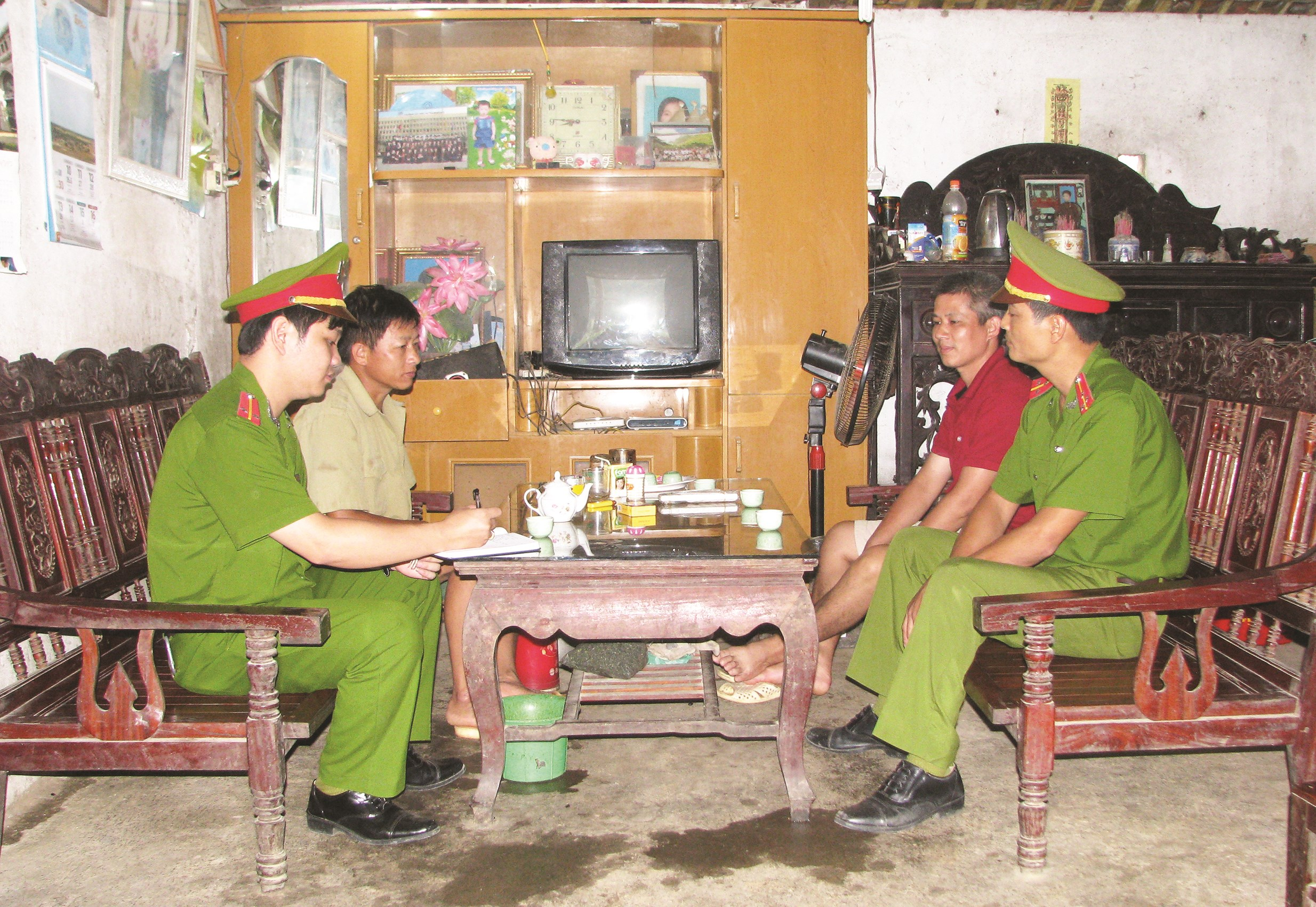 Công an xã Bảo Toàn, huyện Bảo Lạc luôn gần dân, bám dân, thực hiện TTPBGDPL