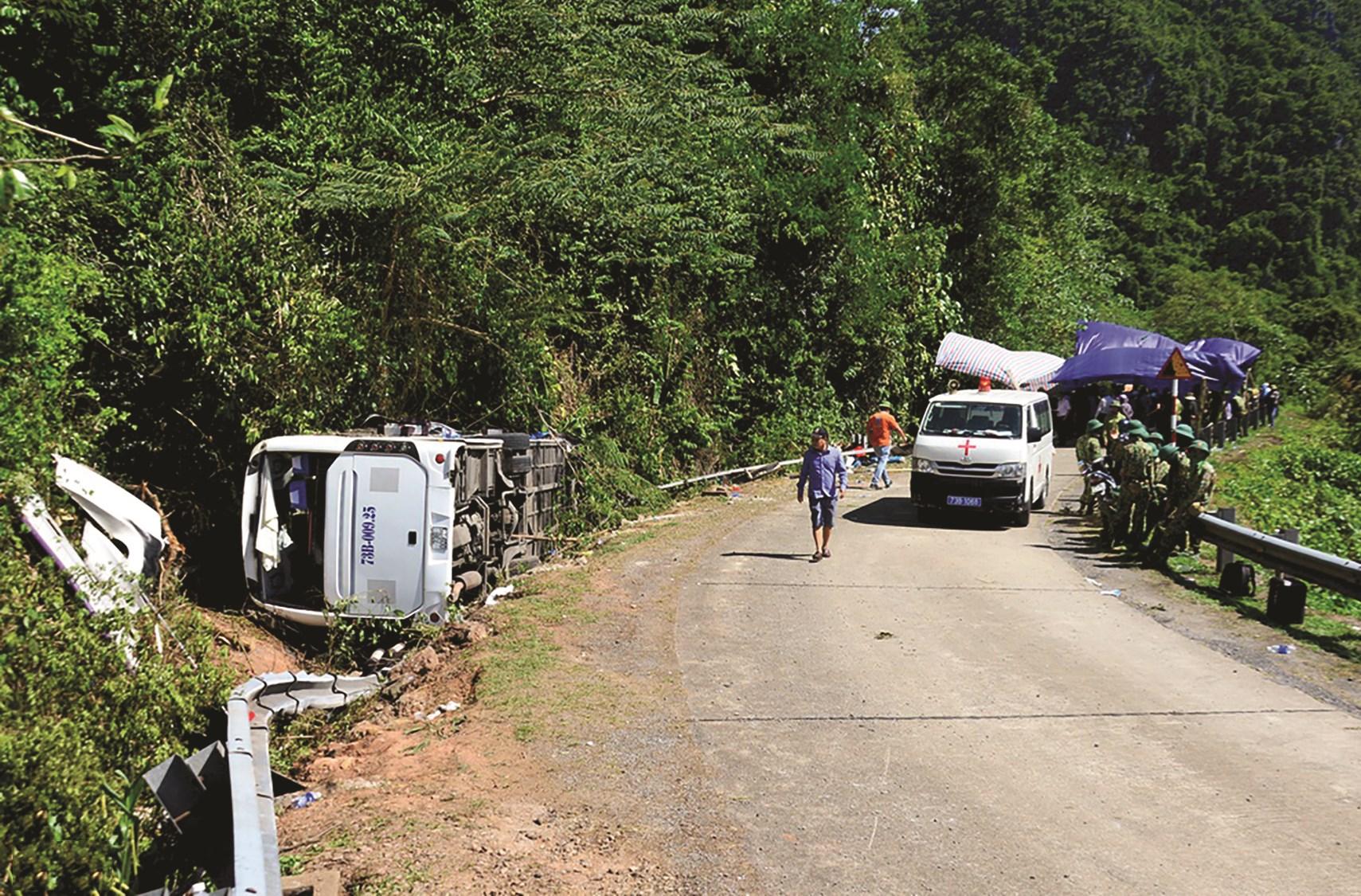 Tai nạn đau thương ở Quảng Bình là lời cảnh tỉnh cho mọi người về việc tuân thủ thắt dây an toàn trên xe