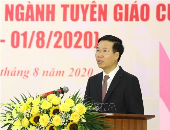 Trưởng Ban Tuyên giáo Trung ương Võ Văn Thưởng đọc diễn văn kỷ niệm. Ảnh: TTXVN