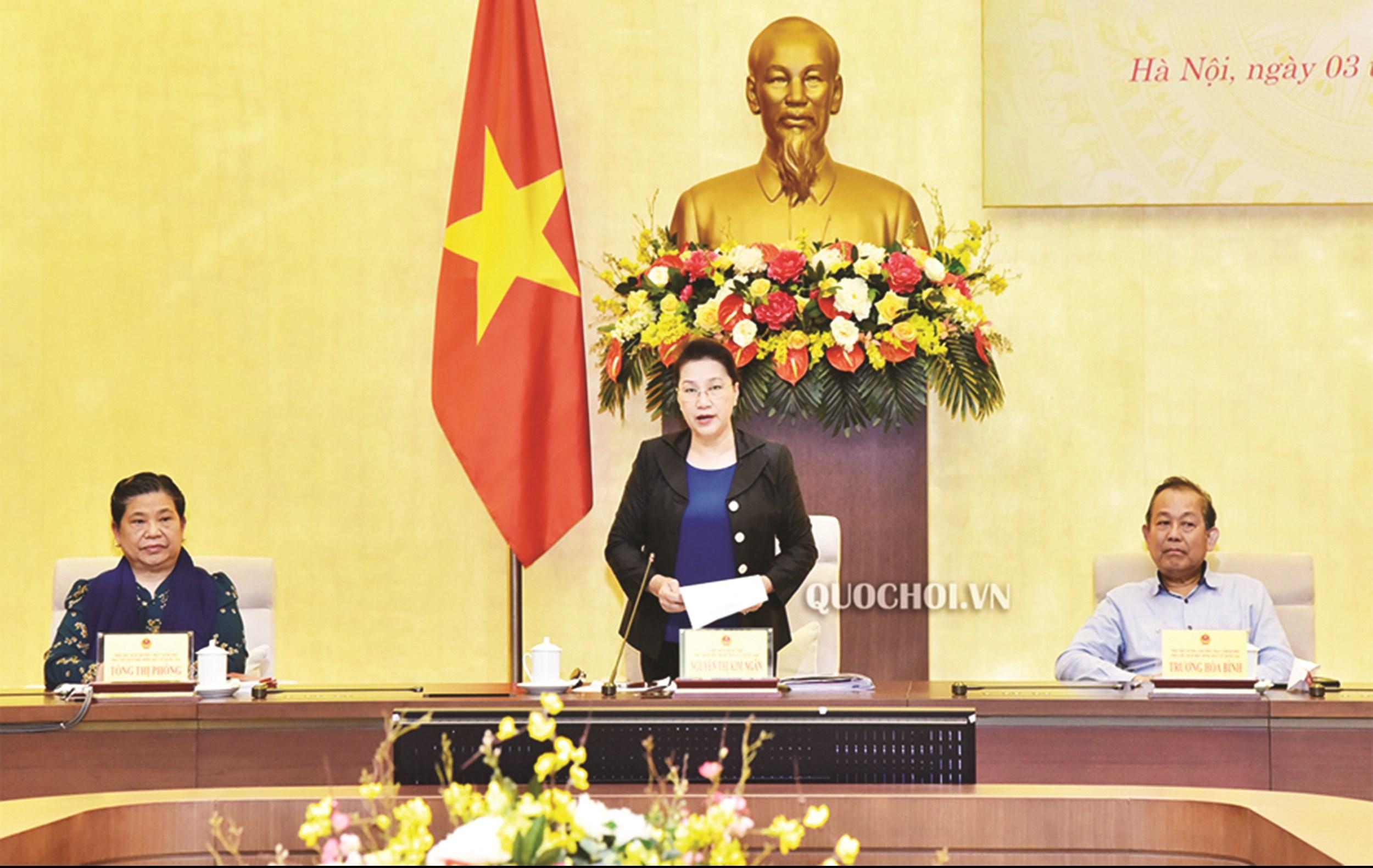Ủy viên Bộ Chính trị, Chủ tịch Quốc hội Nguyễn Thị Kim Ngân, Chủ tịch Hội đồng Bầu cử quốc gia phát biểu tại Phiên họp.
